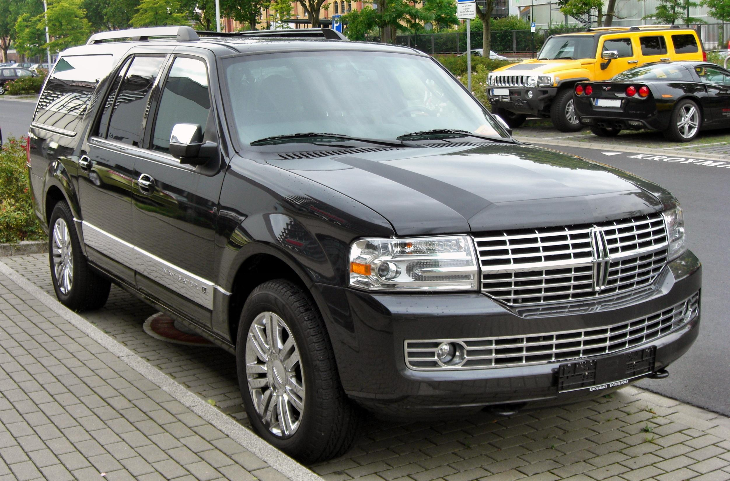 File:Lincoln Navigator front.JPG - Wikimedia Commons