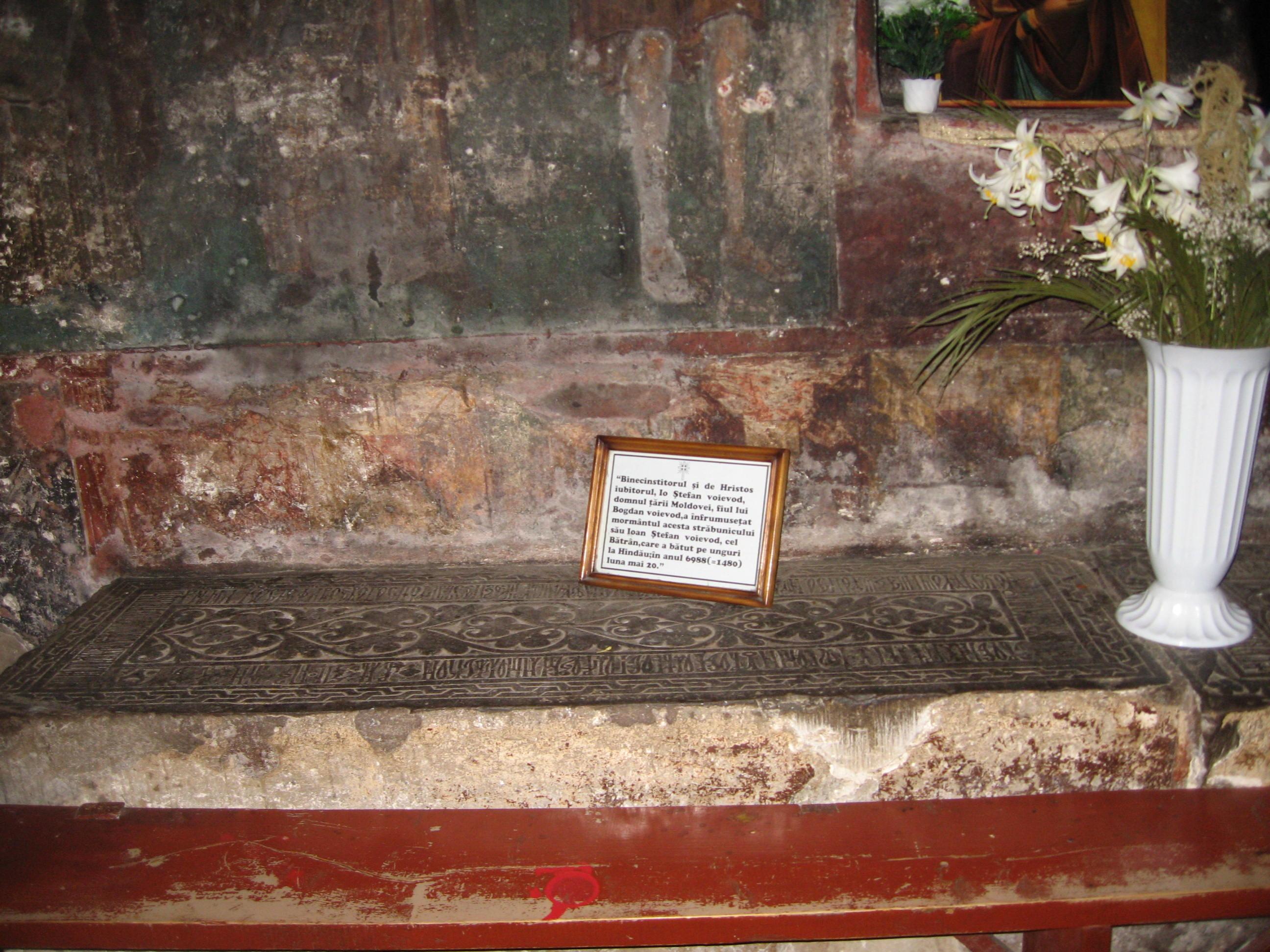 Fişier:Mănăstirea Bogdana10.jpg