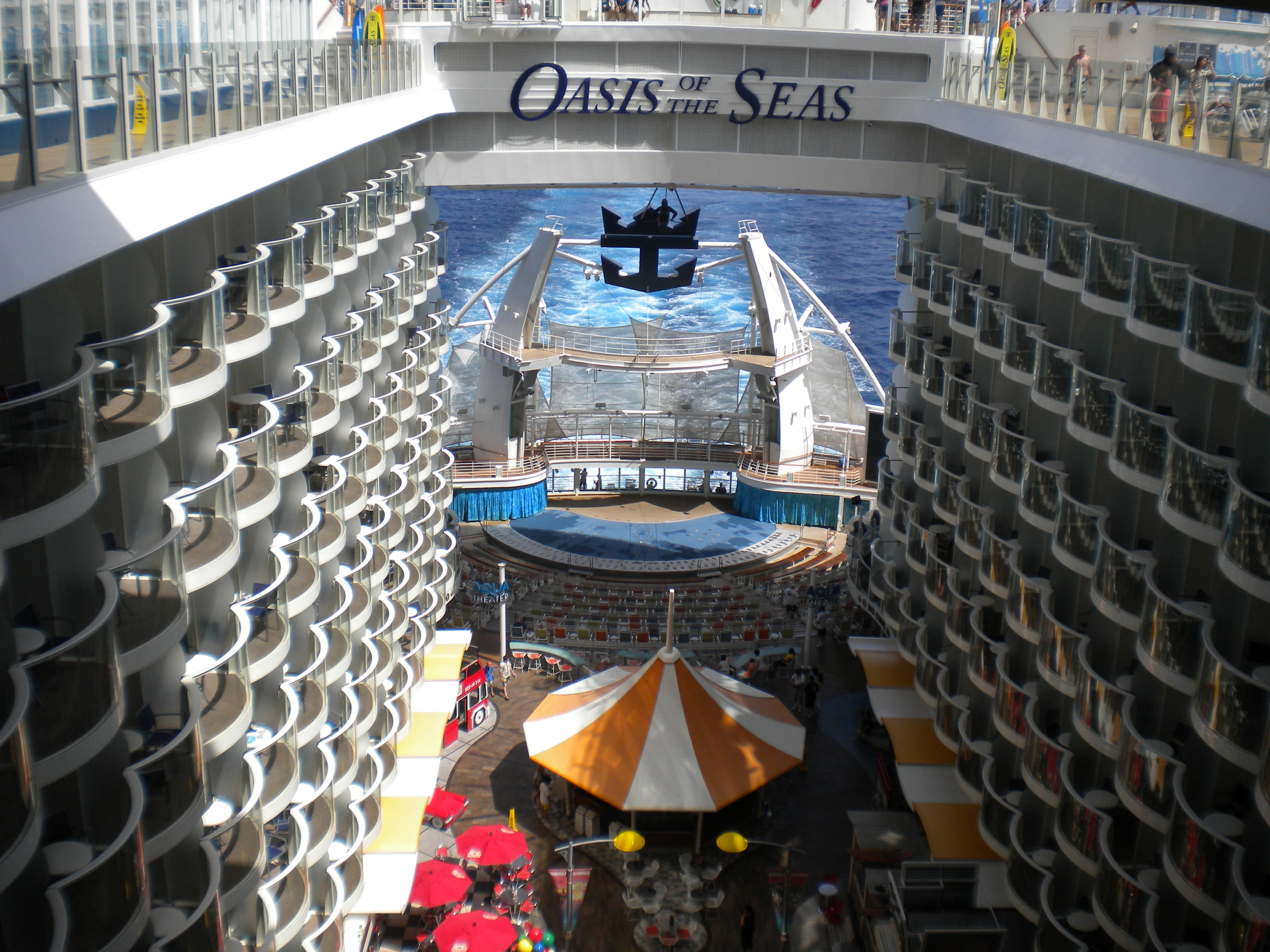 File:MS Oasis of the Seas - Aqua Theater amphitheatre ...