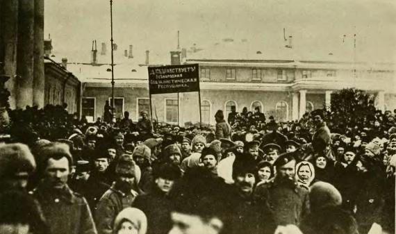 ManifestaciónAFavorDeLaRepúblicaPetrogrado1917--russiainrevolut00jone
