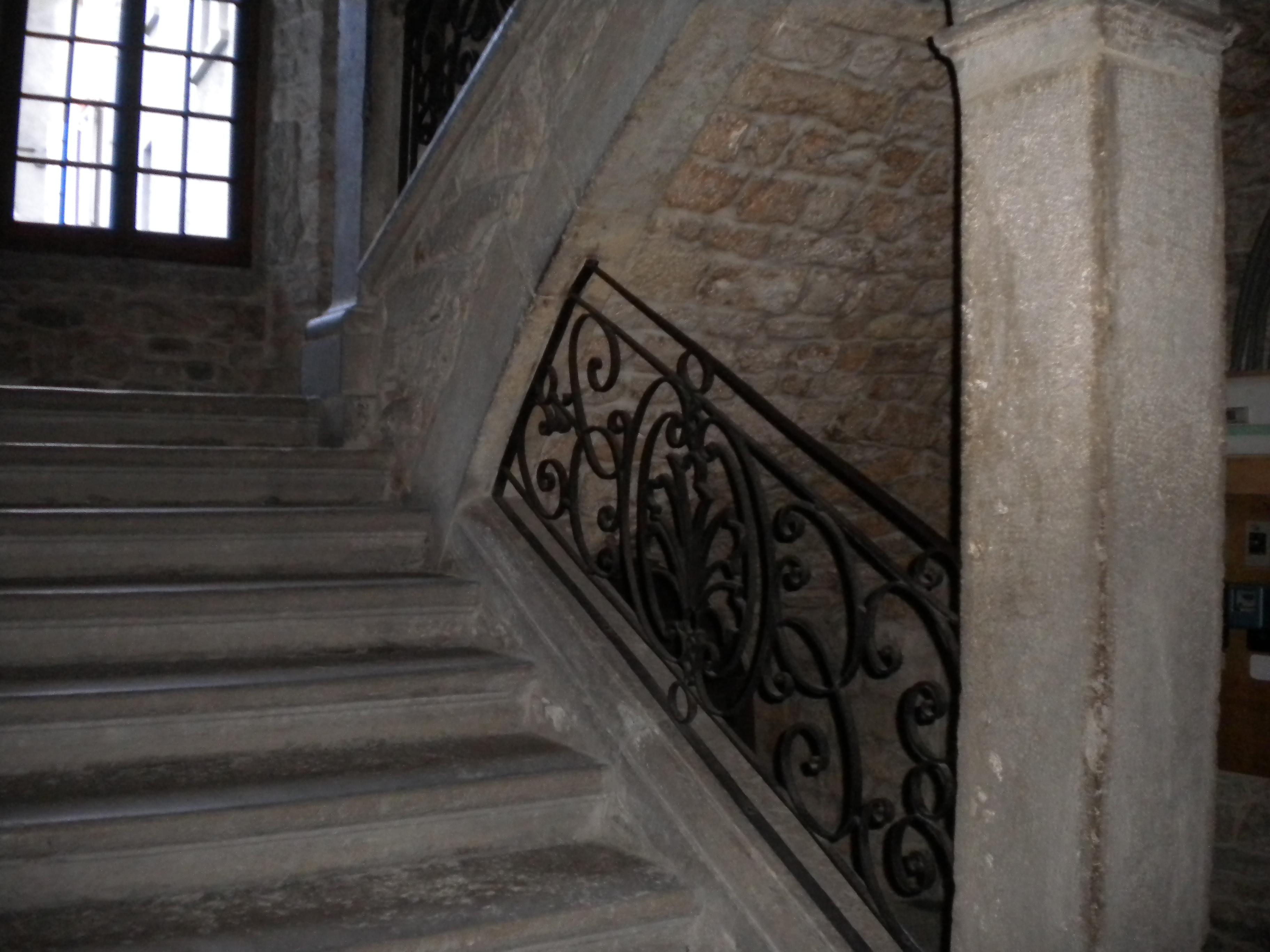 file mende escalier int rieur maison malgoire de salles. Black Bedroom Furniture Sets. Home Design Ideas