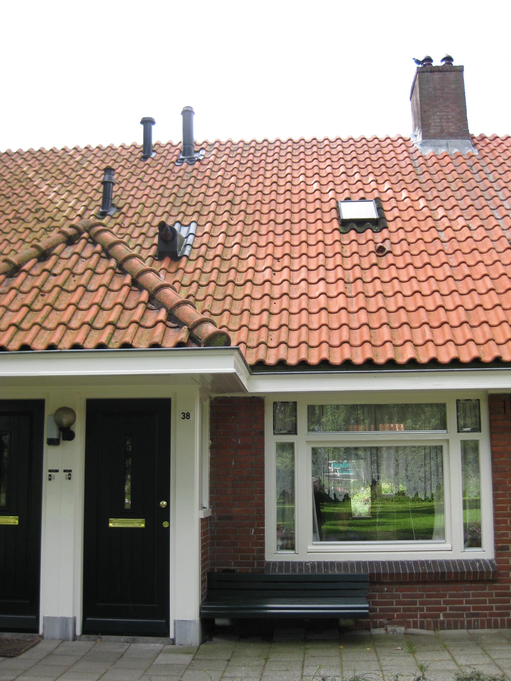 schoorsteen pijp aan zijkant huis