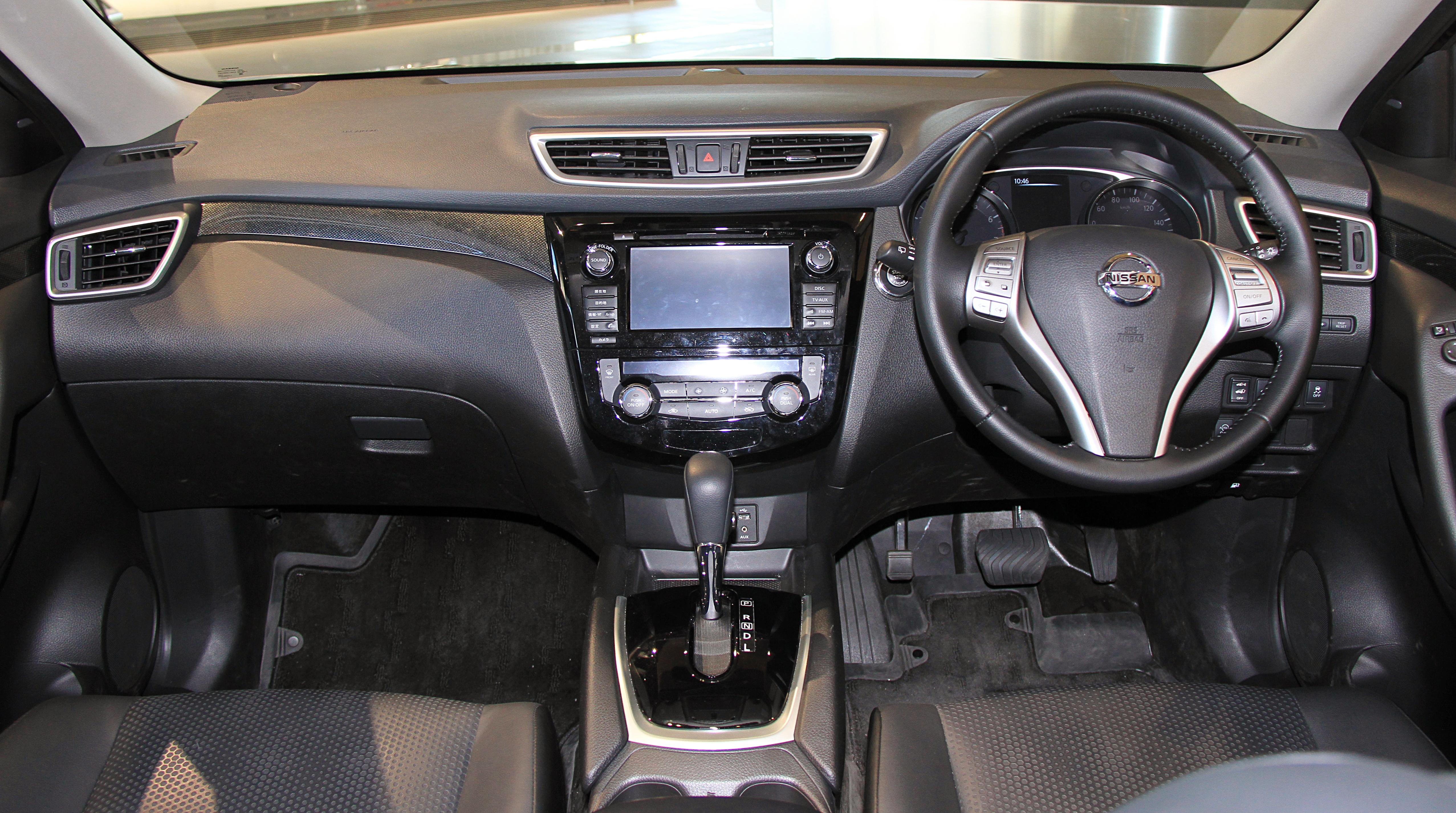File:Nissan X-Trail 20X X-Tremer X Emergency Brake Package interior