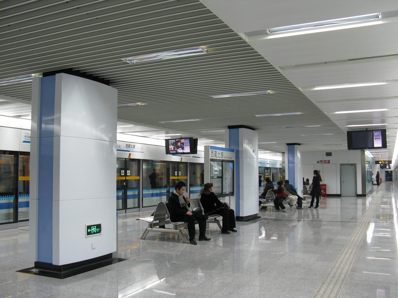 西蔵北路駅