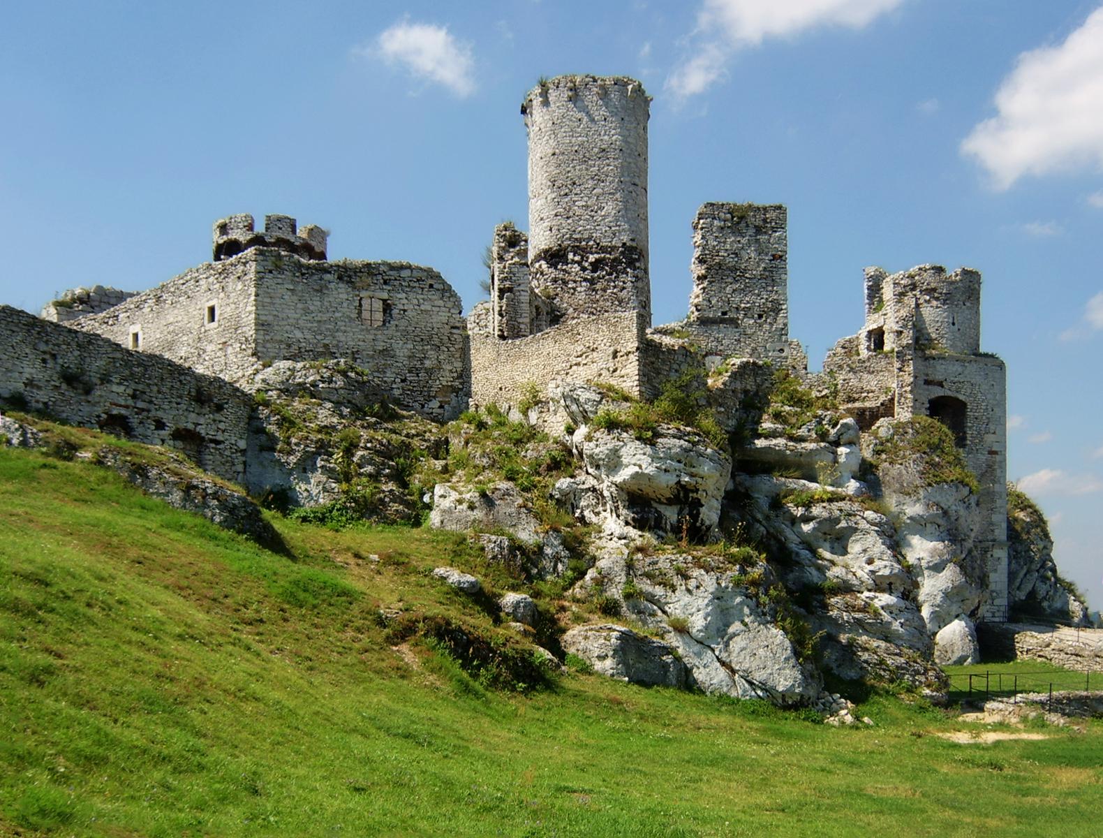 Ruiny Zamku Ogrodzieniec – widok od strony wschodniej