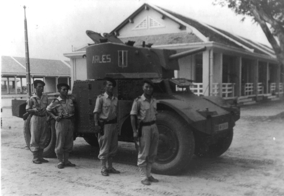 https://upload.wikimedia.org/wikipedia/commons/8/86/Panhard_armored_car_in_Vietnam.jpg