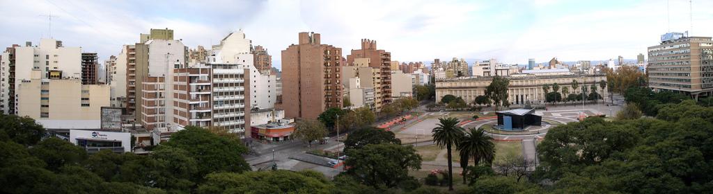 Muéstranos tu Ciudad/Pueblo o País Panorama_Plaza_de_la_Intendencia_C%C3%B3rdoba_%28Argentina%29_2007-08-01