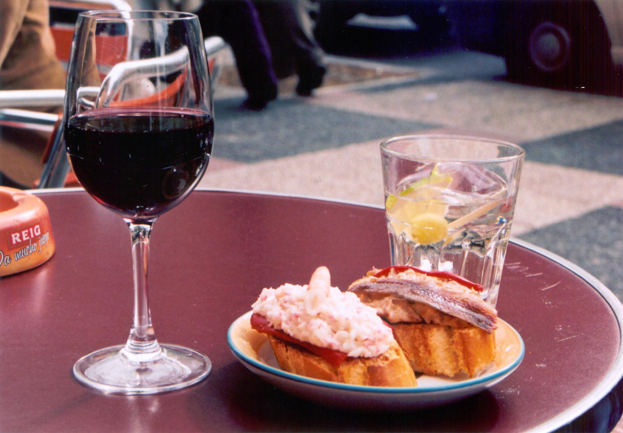 File:Pinchos aperitivo.jpg - Wikimedia Commons