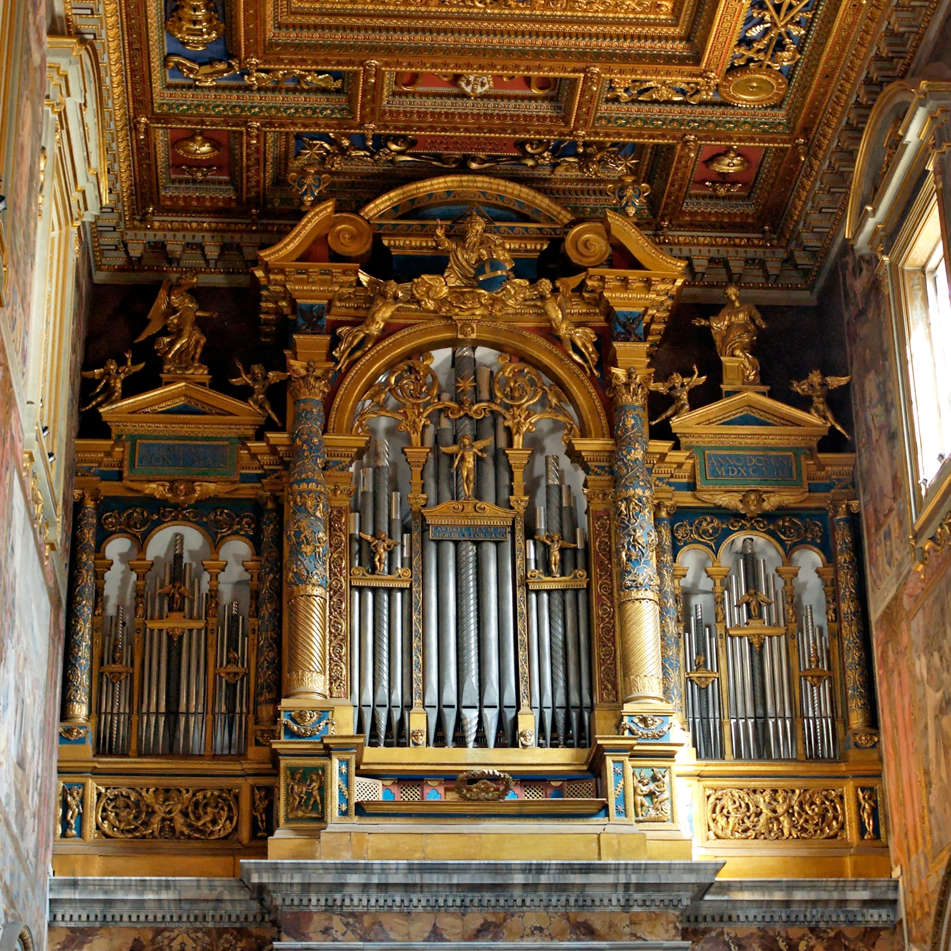 Pipe_organ_San_Giovanni_in_Laterano_2006-09-07.jpg