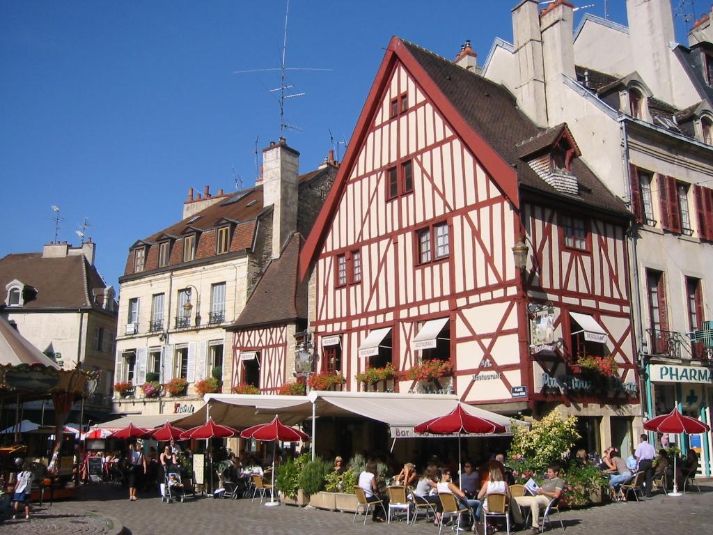 Dijon France  City pictures : Description Place Francois Rude Dijon