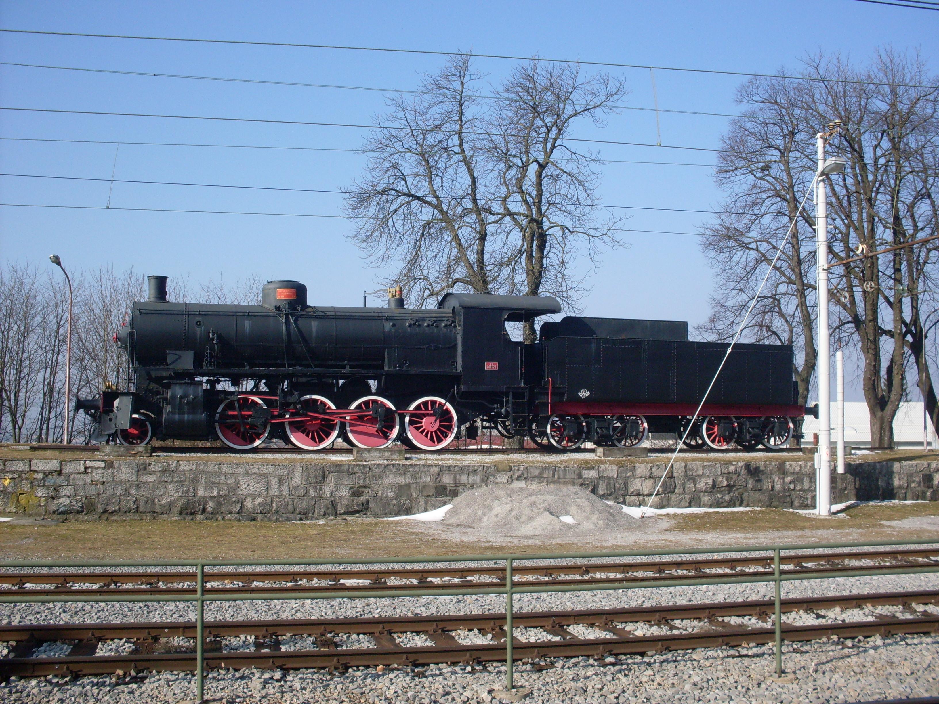 File:Postojna-steam locomotive FS 740.121-left side.jpg ...