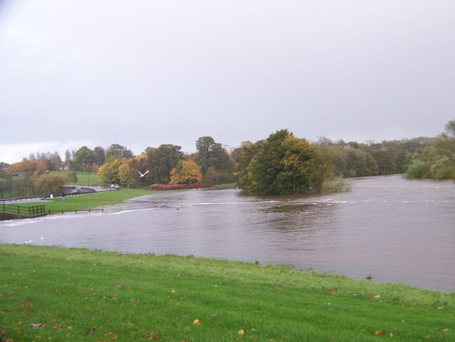 River Clyde at Strathclyde Park - geograph.org.uk - 1022356