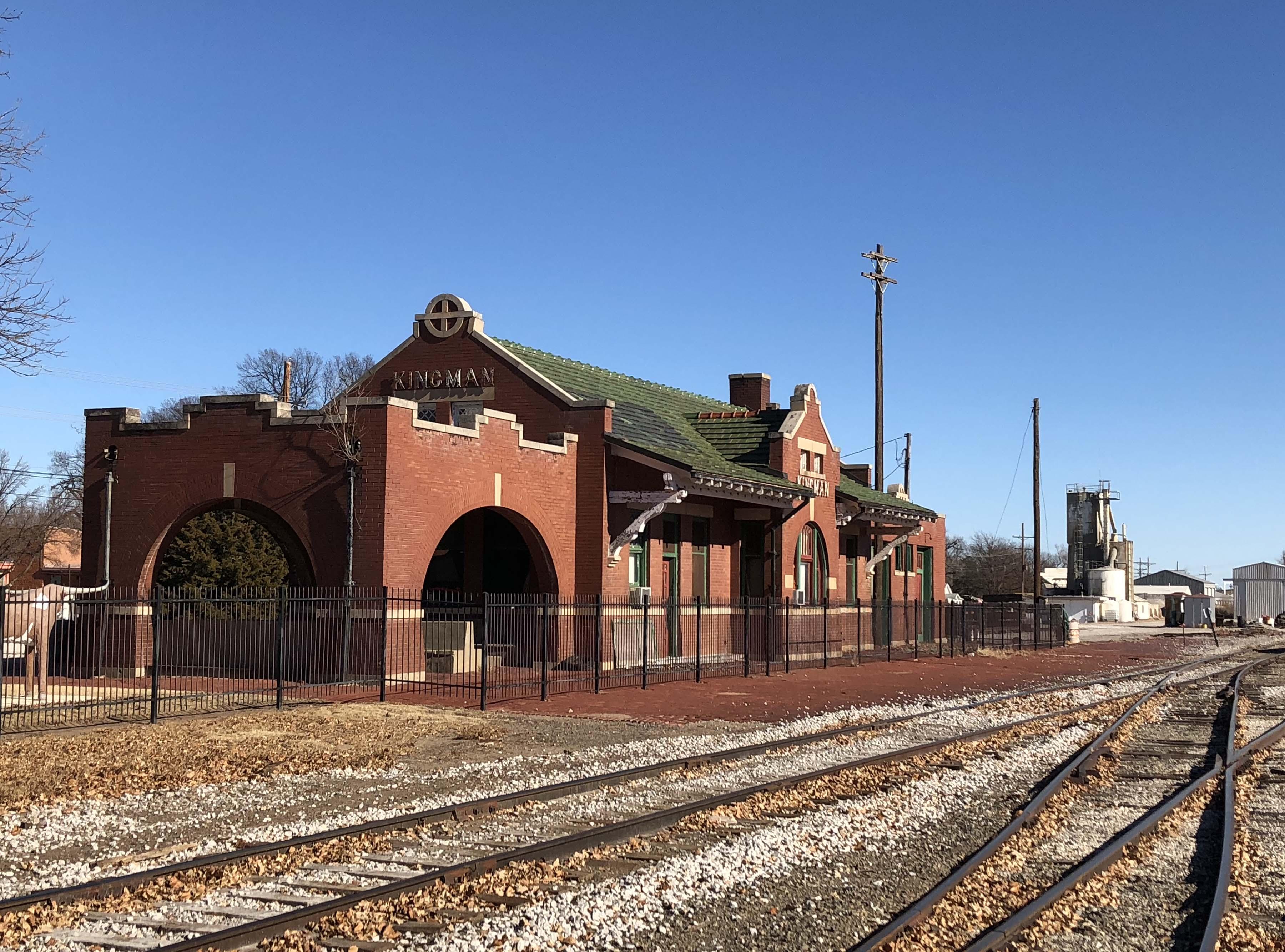 File Santa Fe Depot Kingman Jpg Wikimedia Commons