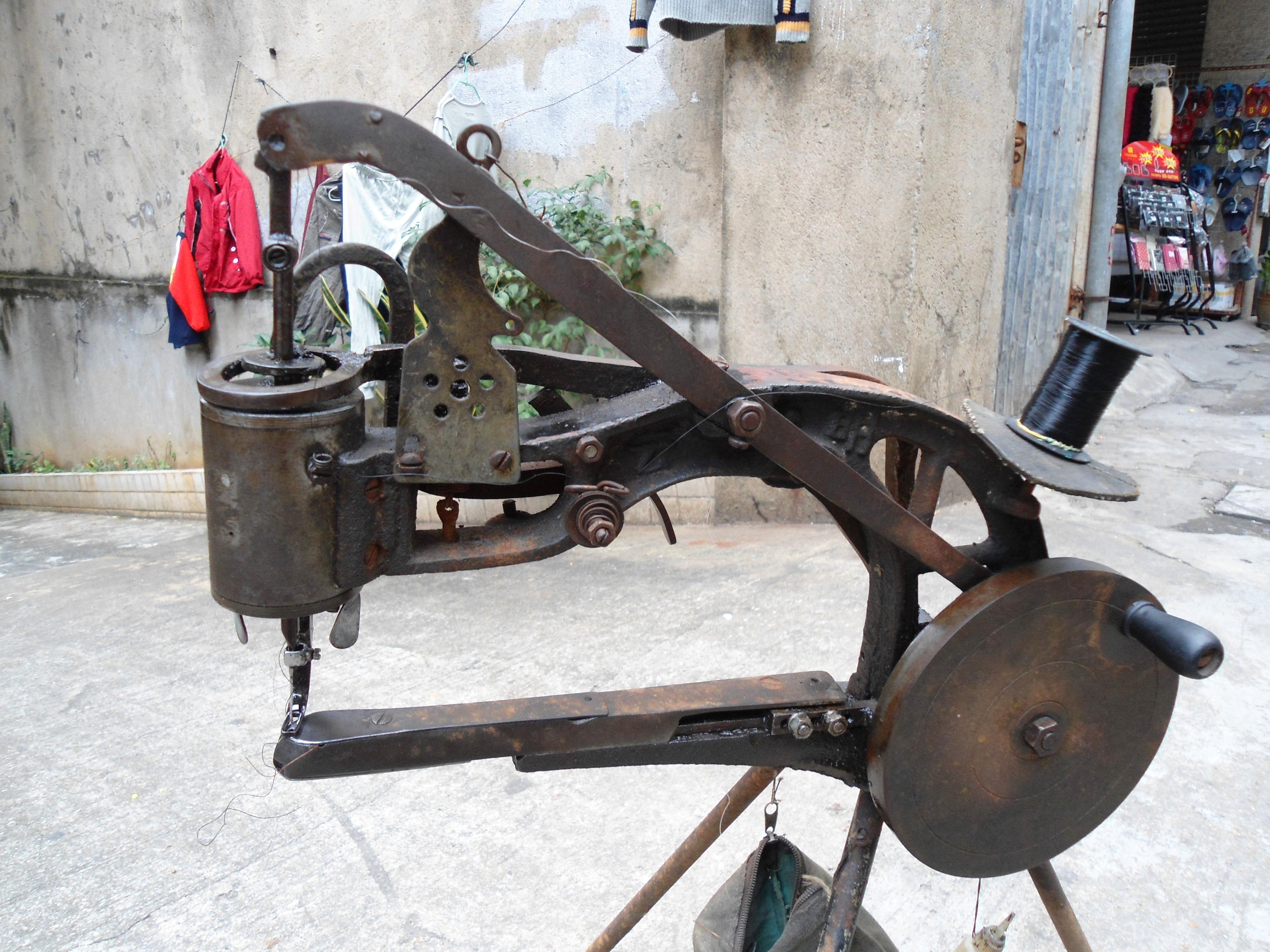 shoe sewing machine