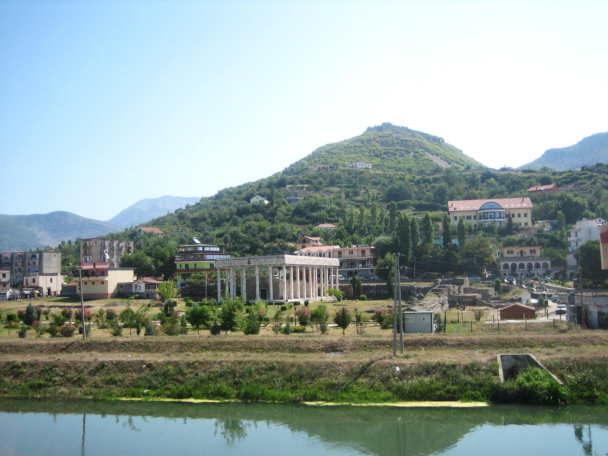 File skanderbeg mausoleum drin river and lezh for Brunes albania