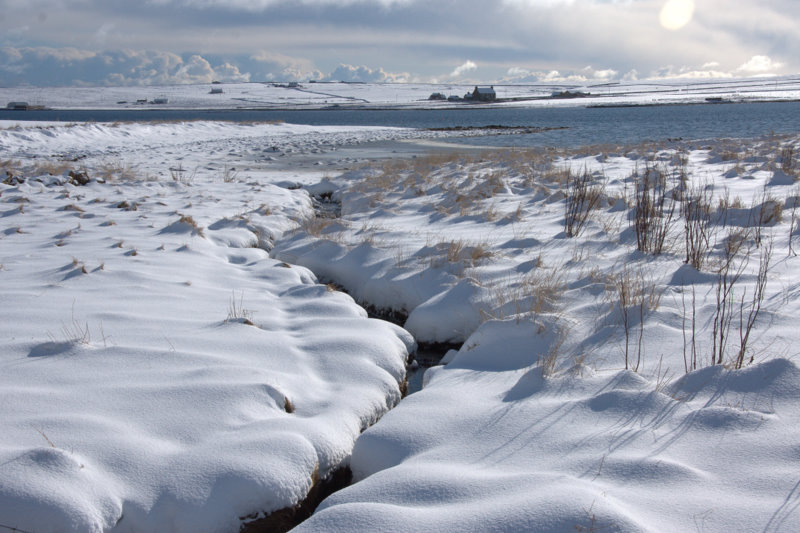 File:Small burn in the snow, draining into Baltasound voe - geograph.org.uk - 1723332.jpg