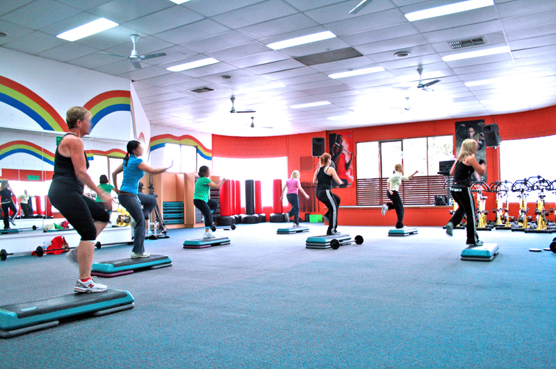 File:Step Aerobics Class at a Gym.JPG - Wikimedia Commons