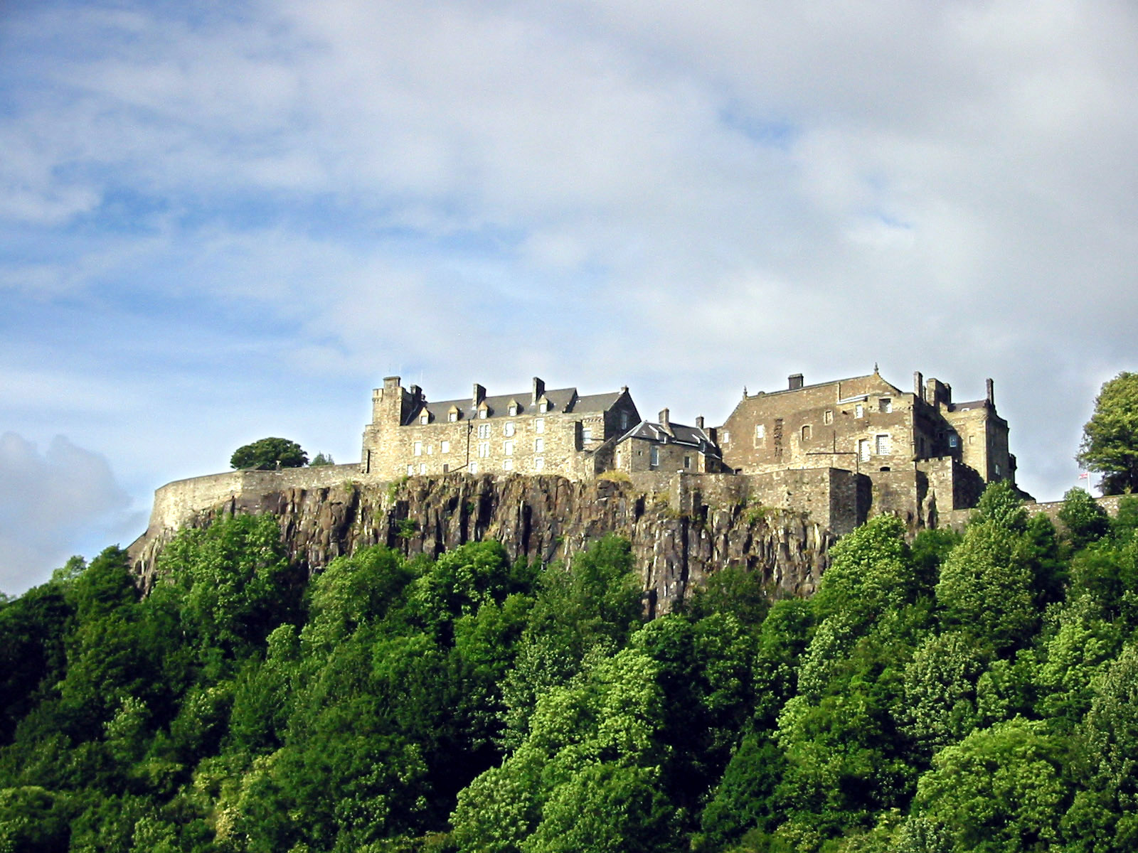 https://upload.wikimedia.org/wikipedia/commons/8/86/Stirlingcastle.jpg