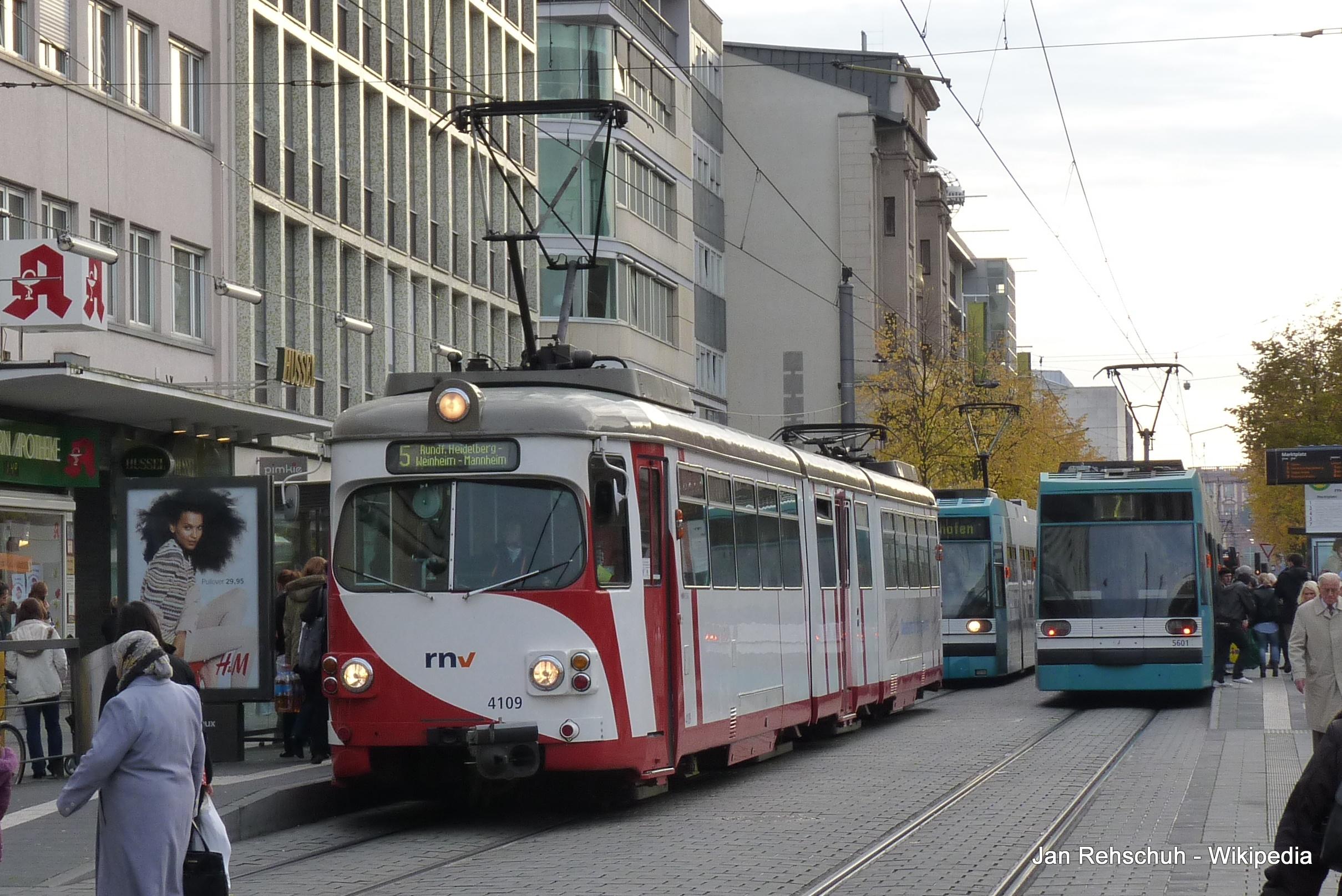 Streetcar Straßenbahn Tram Mannheim RNV Rhein-Neckar-Verbund 17.JPG