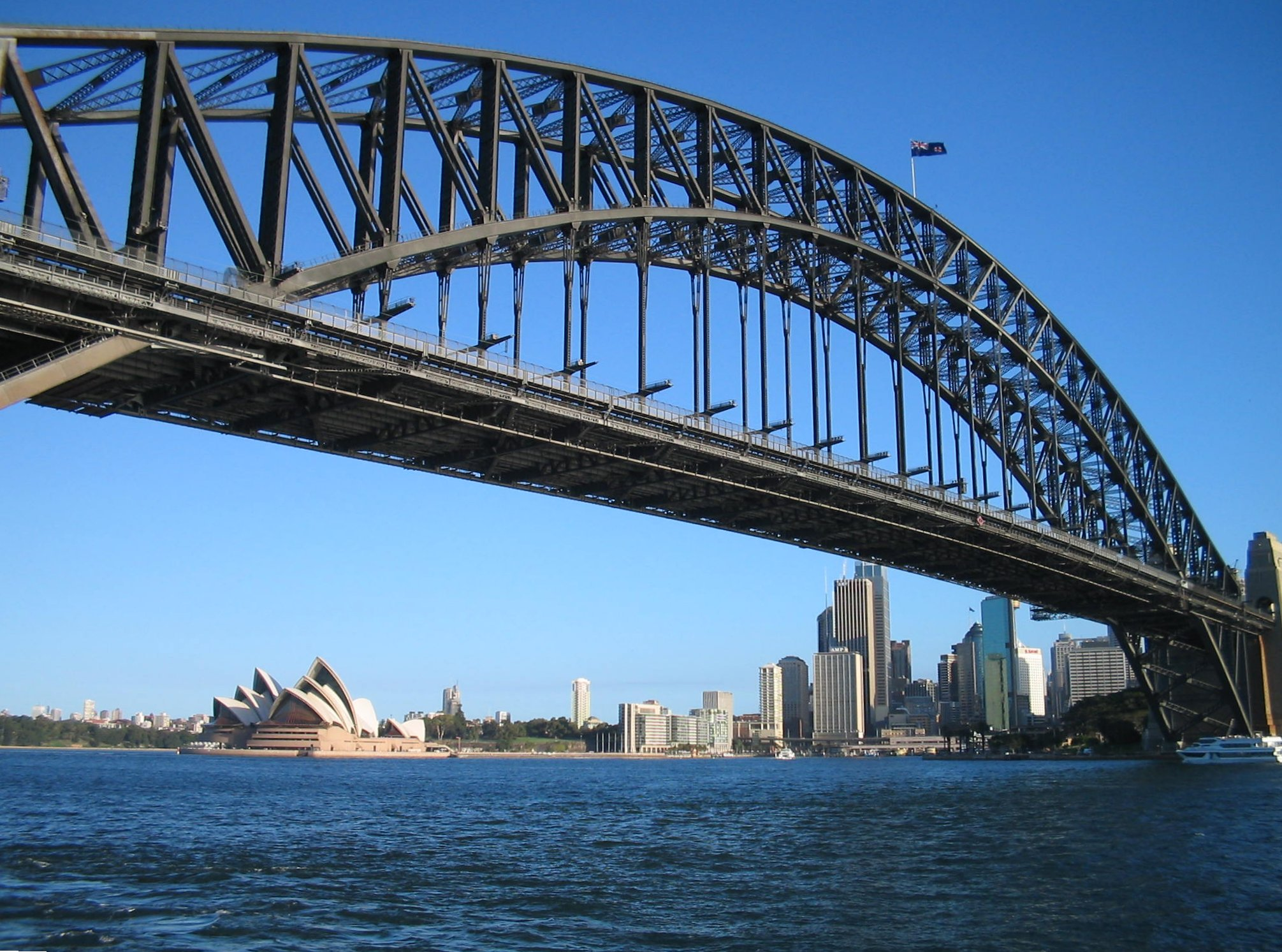 Sydney Harbour Bridge by https://commons.wikimedia.org/wiki/User:Pau