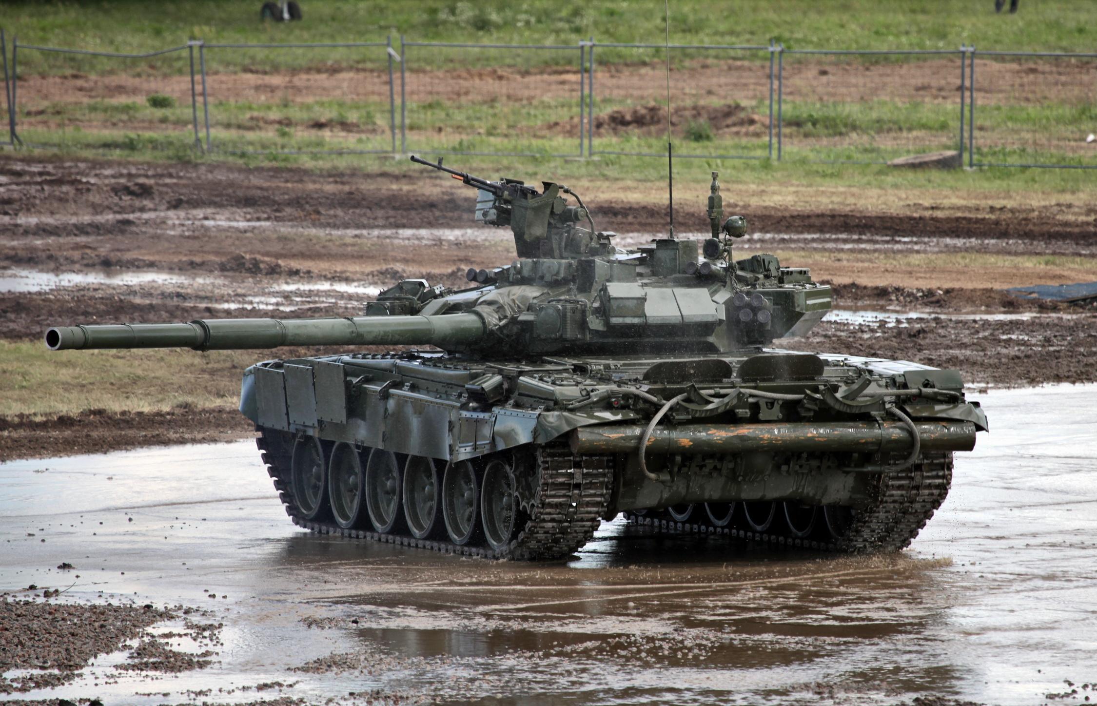 T-90 vs M1A1/2 comparison - Page 4 T-90A_MBT_photo014