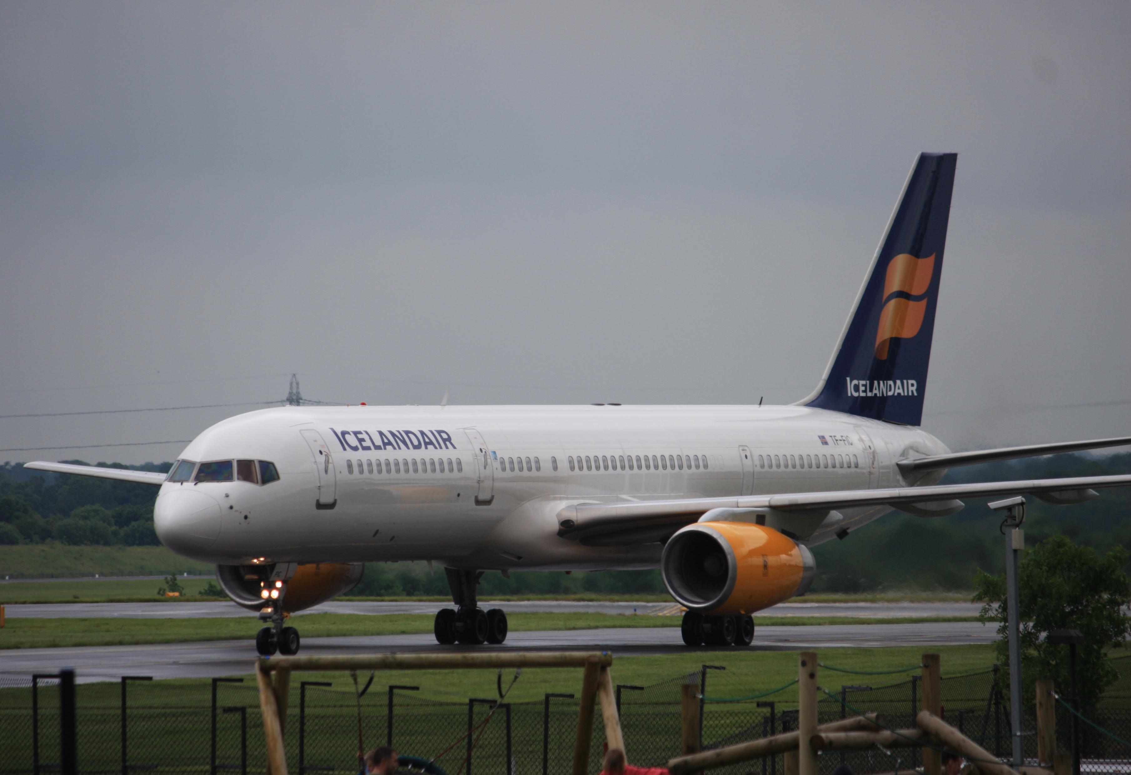 File:TF-FIC Boeing 757-23N (cn 30735 931) Icelandair.