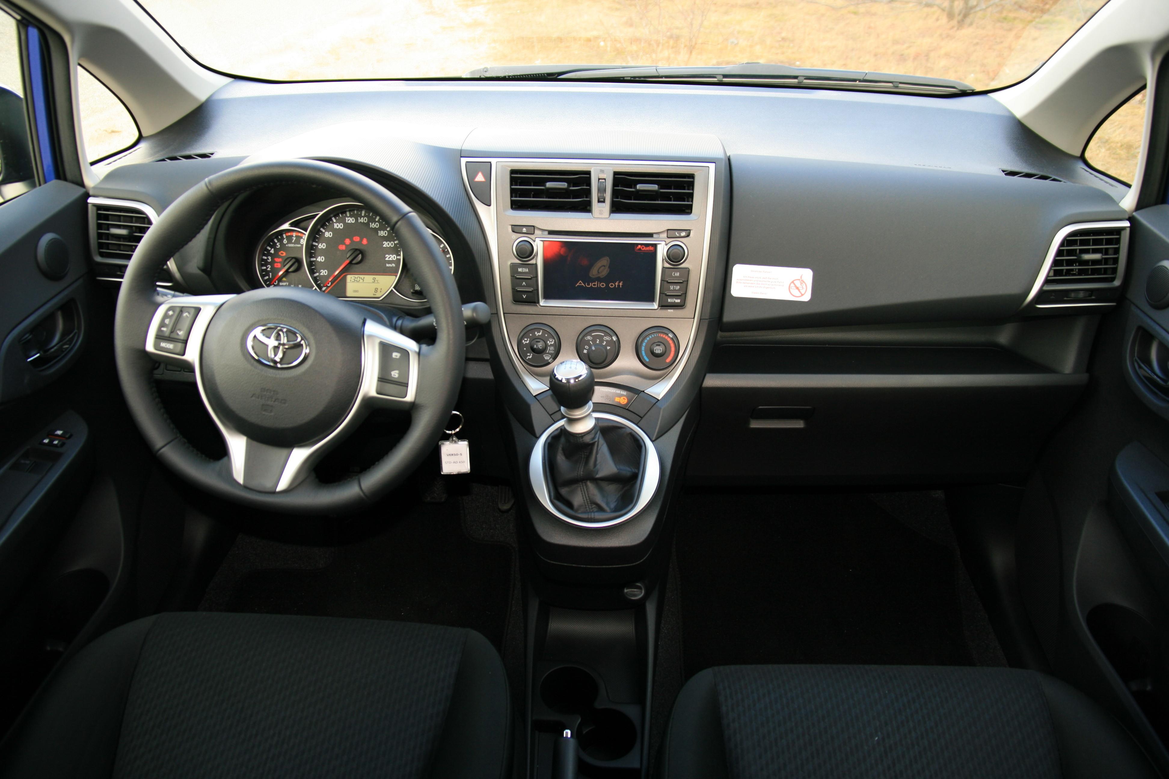 File Toyota Verso S Cockpit Jpg