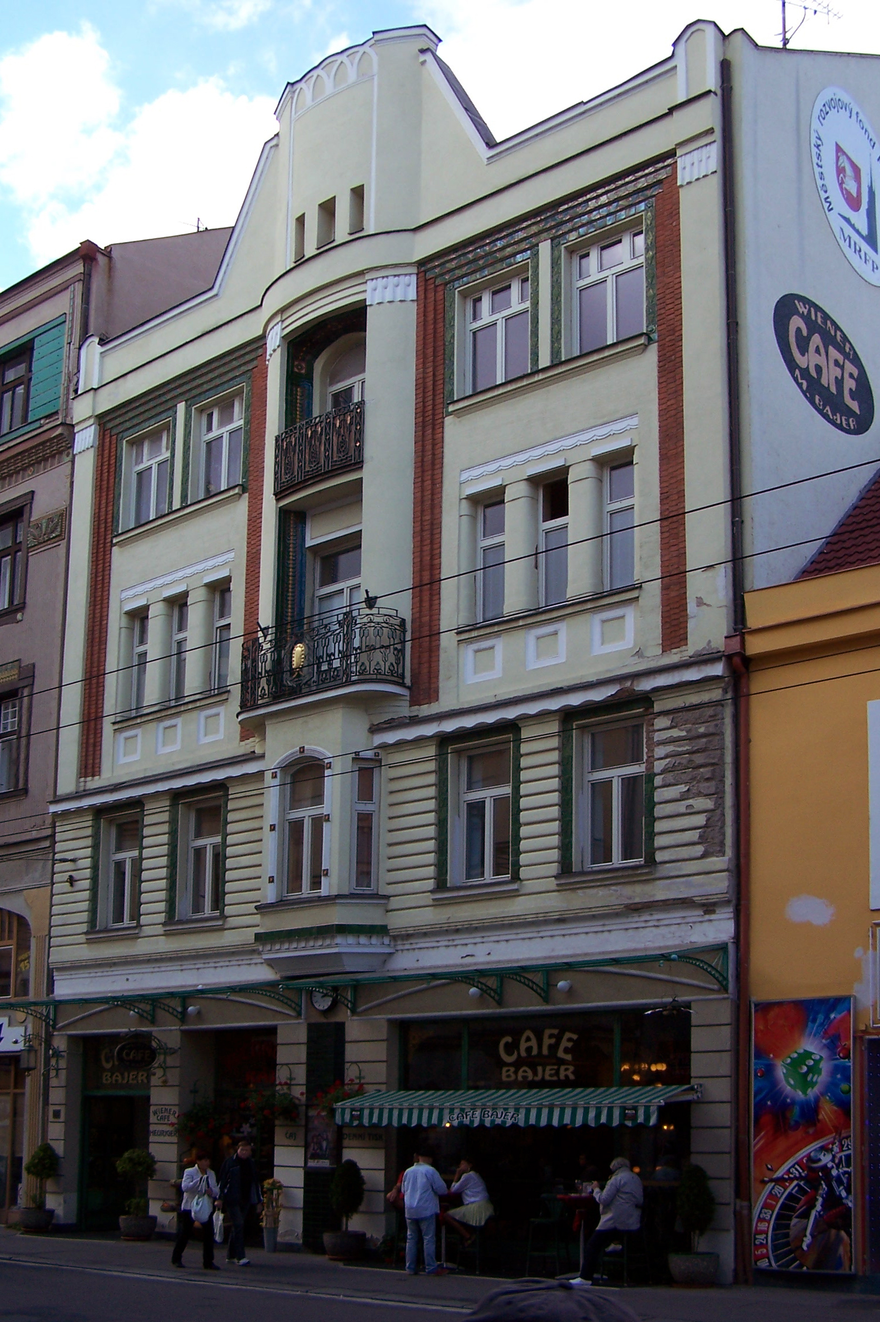 File:Tr. Miru 763, Pardubice.JPG - Wikimedia Commons