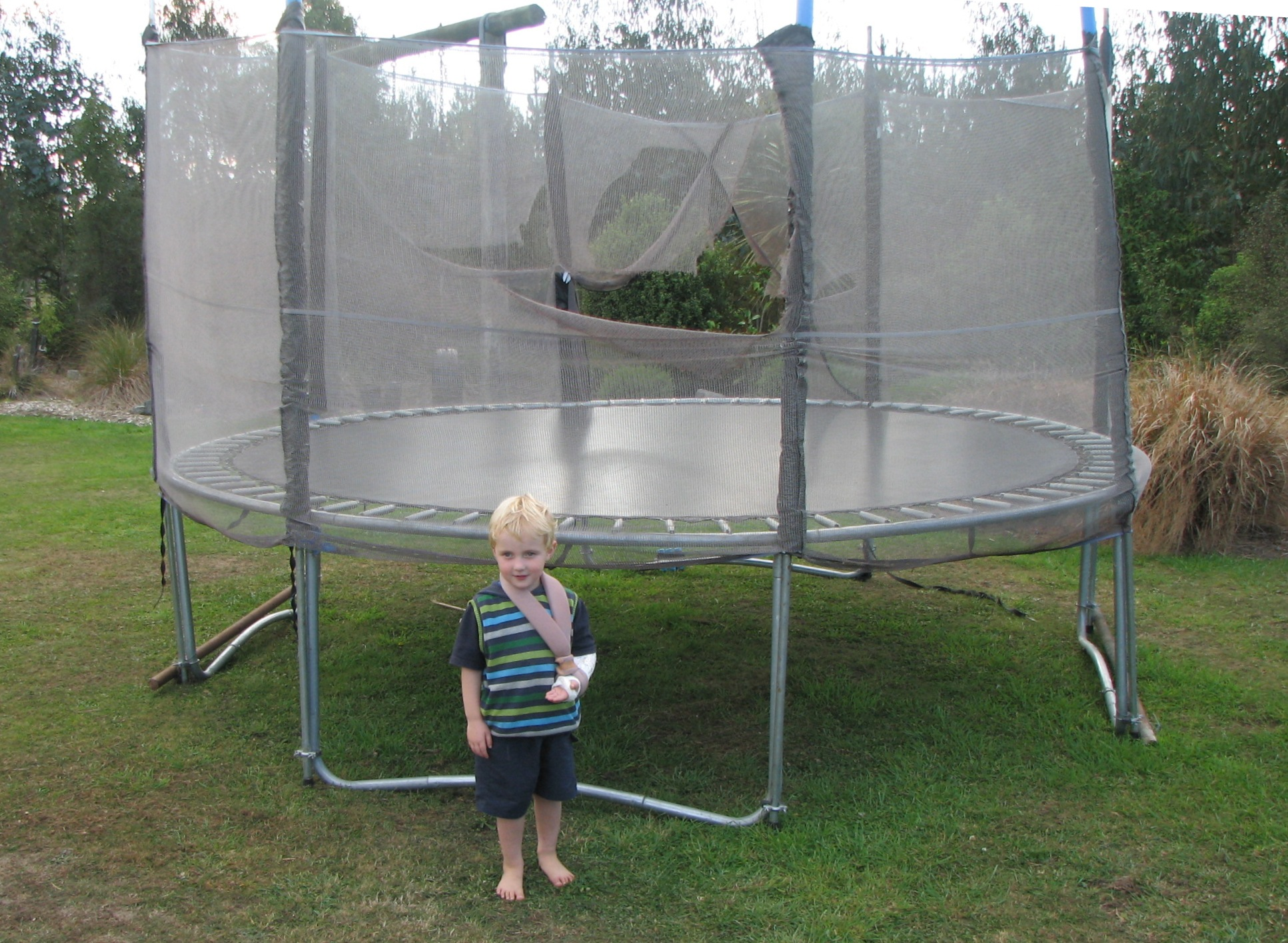 Effectiveness of pads and enclosures as safety interventions on consumer trampolines Author Keith Alexander, David Eager, Carl Scarrott, George Sushinsky