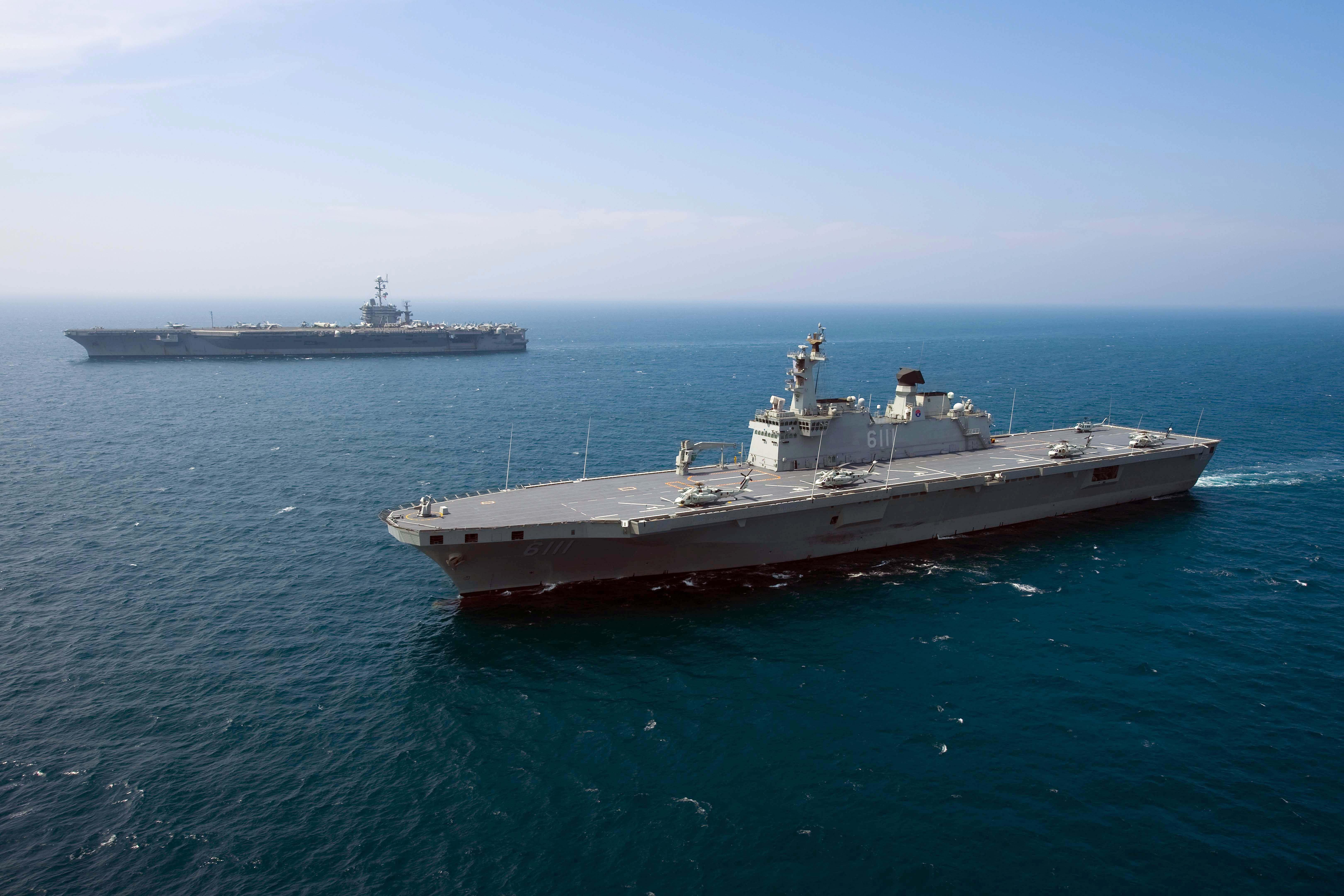 Aircraft carrier uss george washington cvn 73 transit the sea of