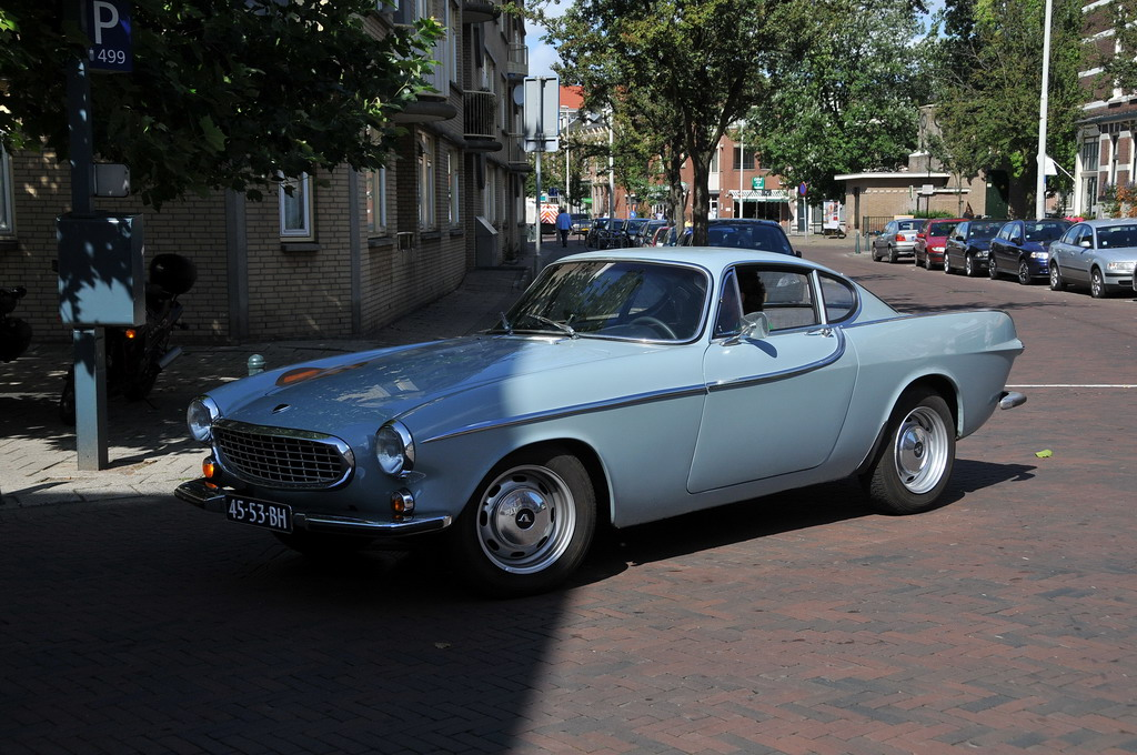 File:Volvo P1800 Amazon (1966) - Flickr - FaceMePLS.jpg - Wikimedia