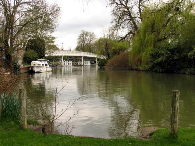 Whitchurch-on-Thames Toll Bridge, West View - geograph.org.uk - 3032