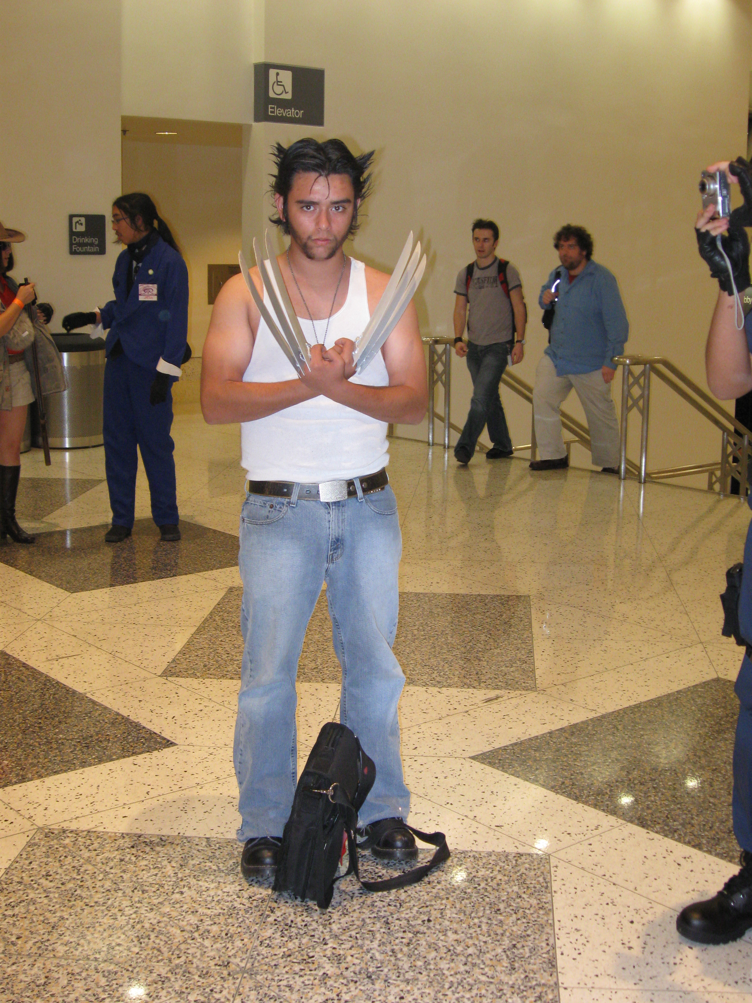Wolverine cosplayer (1).jpg