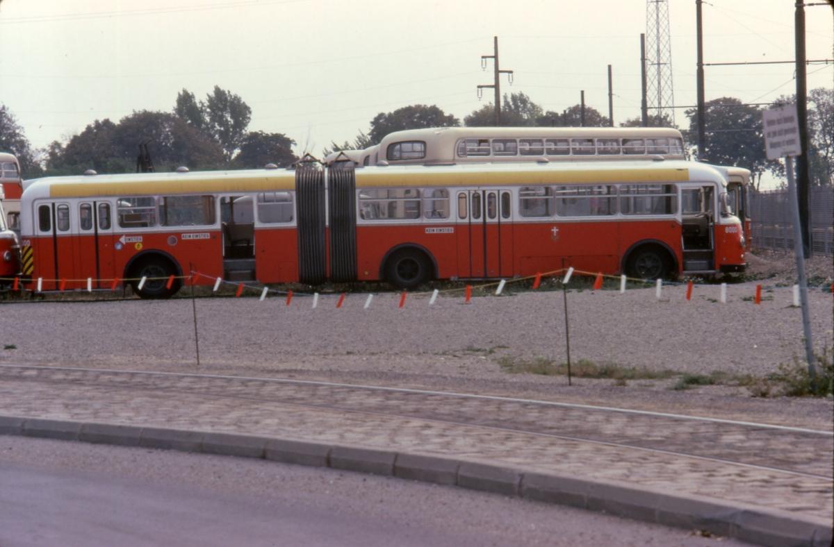 file 060l16220979 strassenbahn tag der offenen t r hw simmering schrottplatz bus typ u10. Black Bedroom Furniture Sets. Home Design Ideas