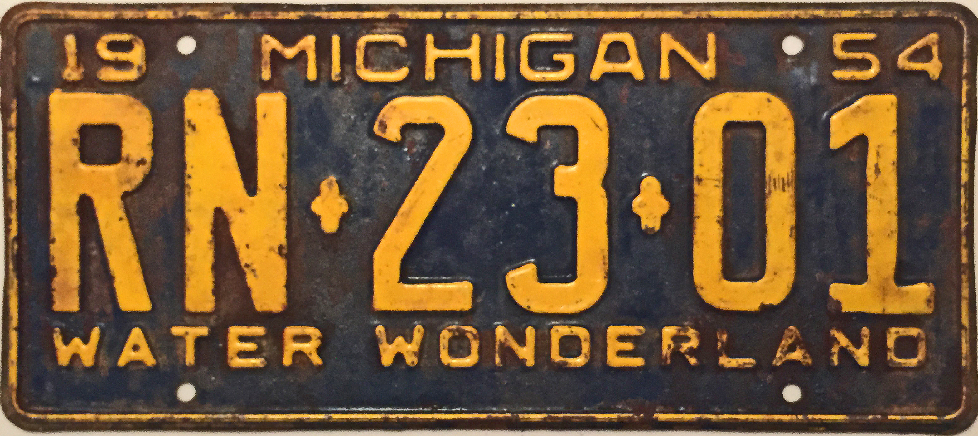 File:1954 Michigan License Plate.JPG - Wikimedia Commons