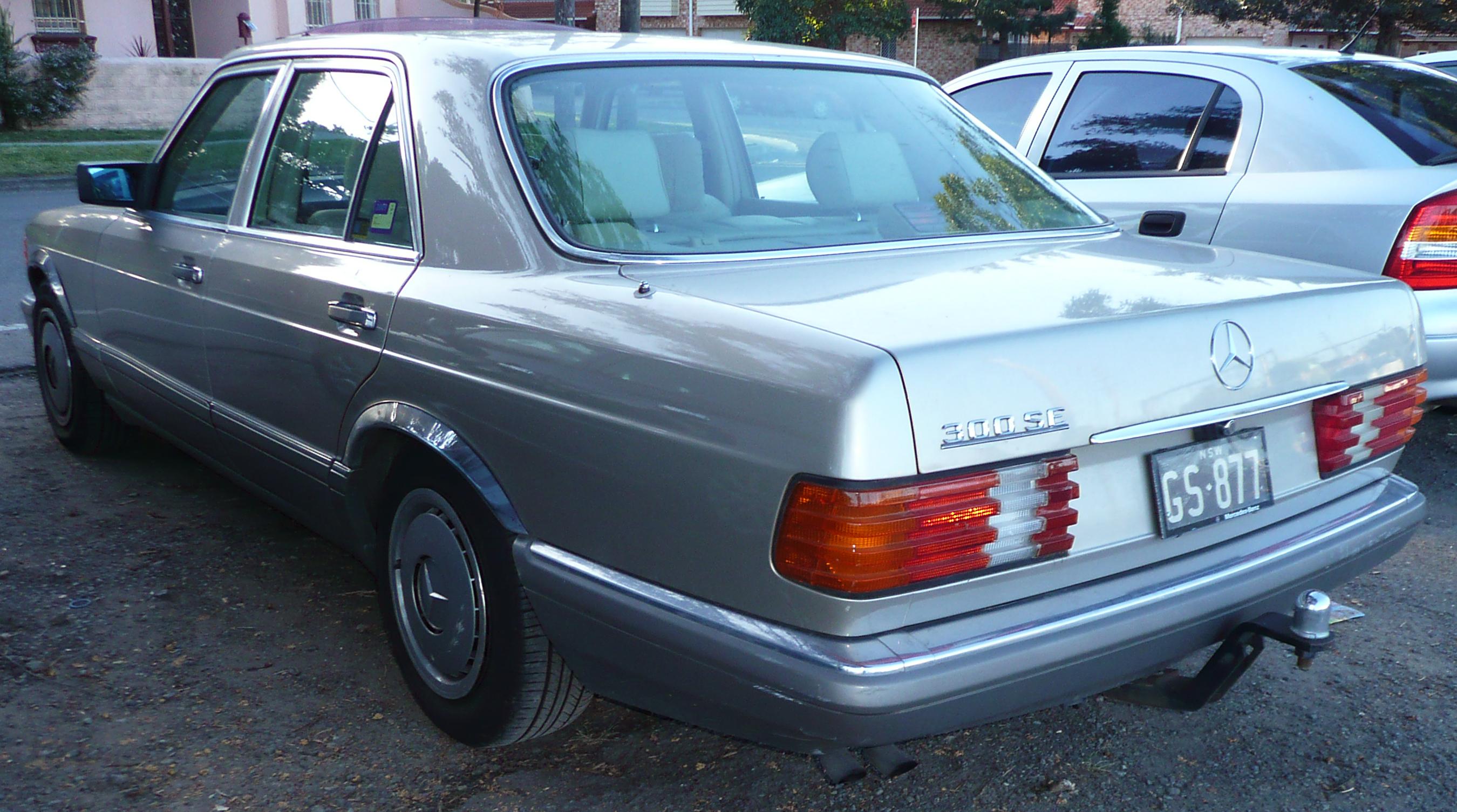 File 1990 mercedes benz 300 se w 126 sedan 2009