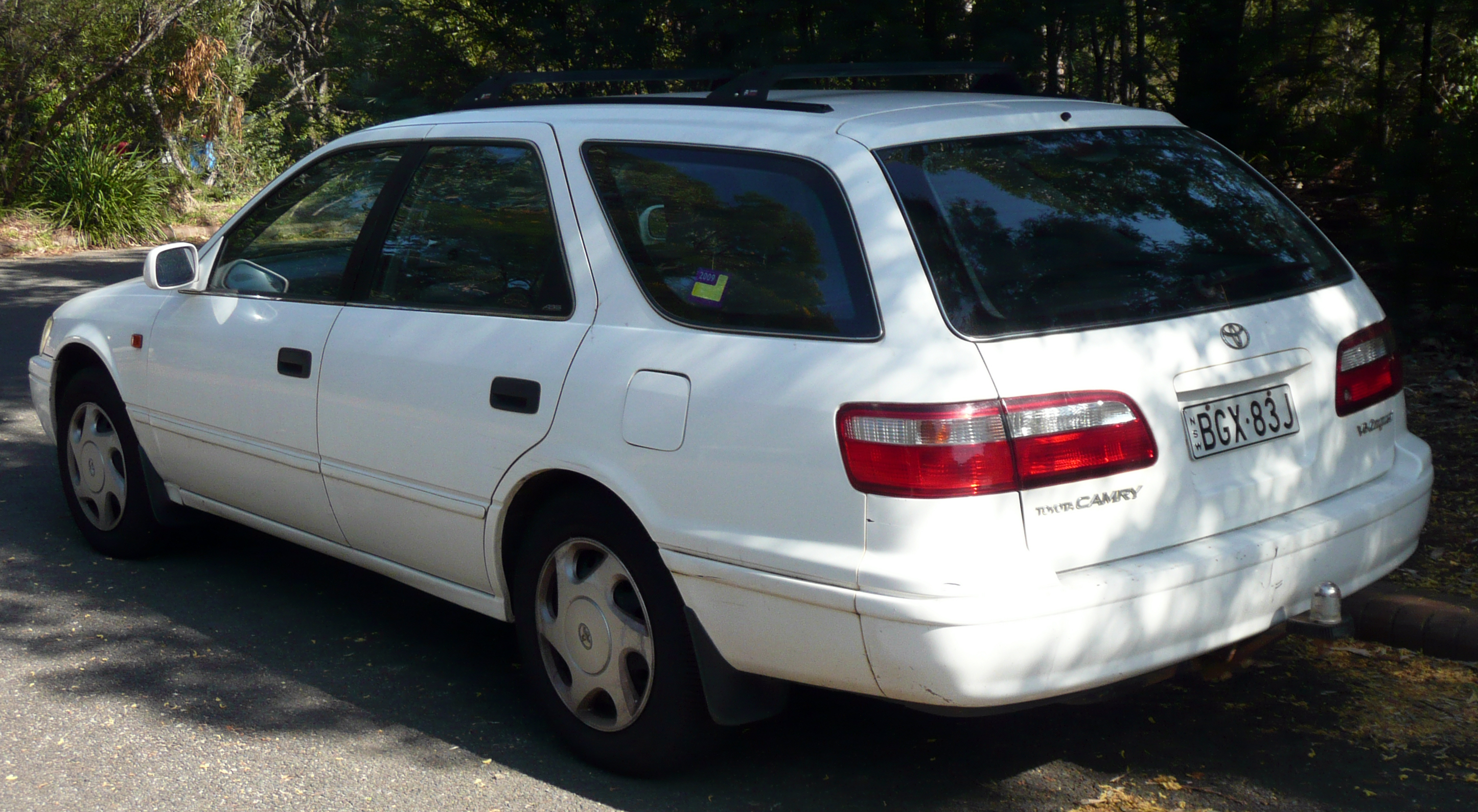 File:1999-2000 Toyota Camry (MCV20R) Conquest station wagon 02.jpg