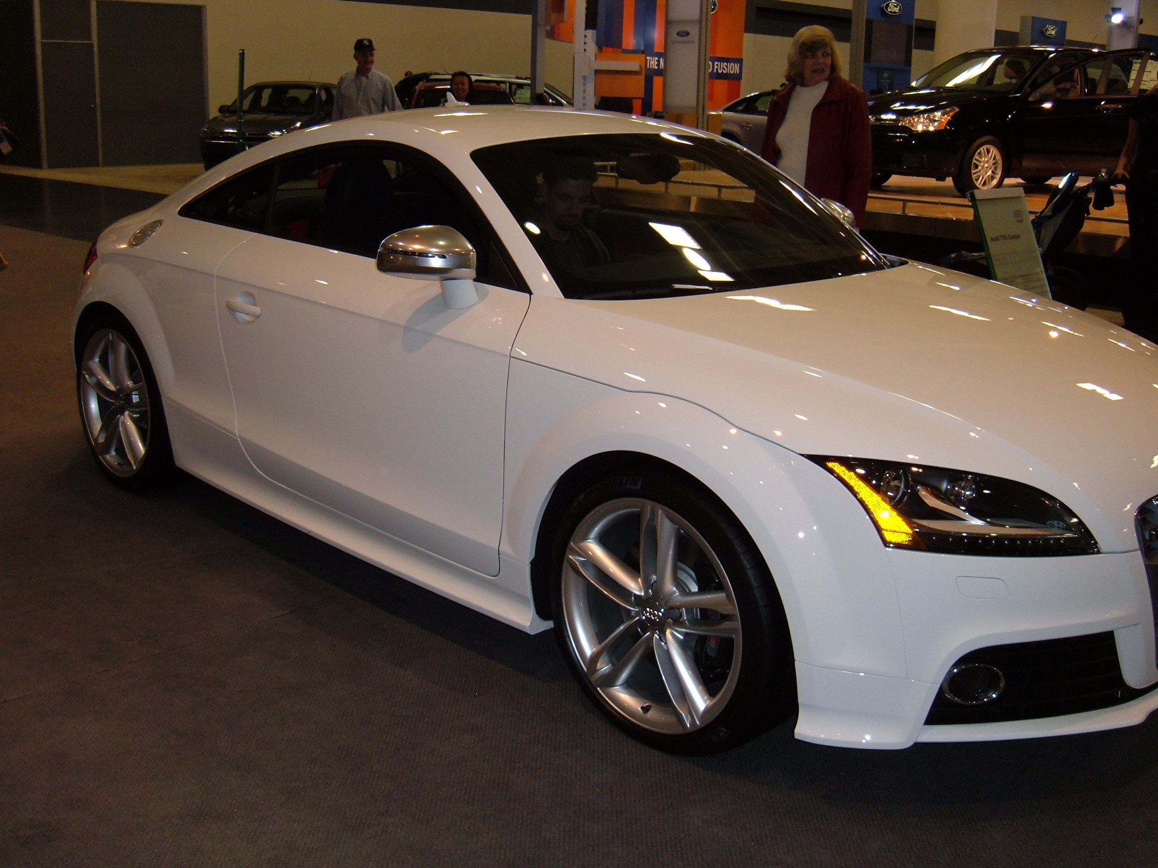 File 2009 White Audi Tts Coupe Side Jpg Wikimedia Commons