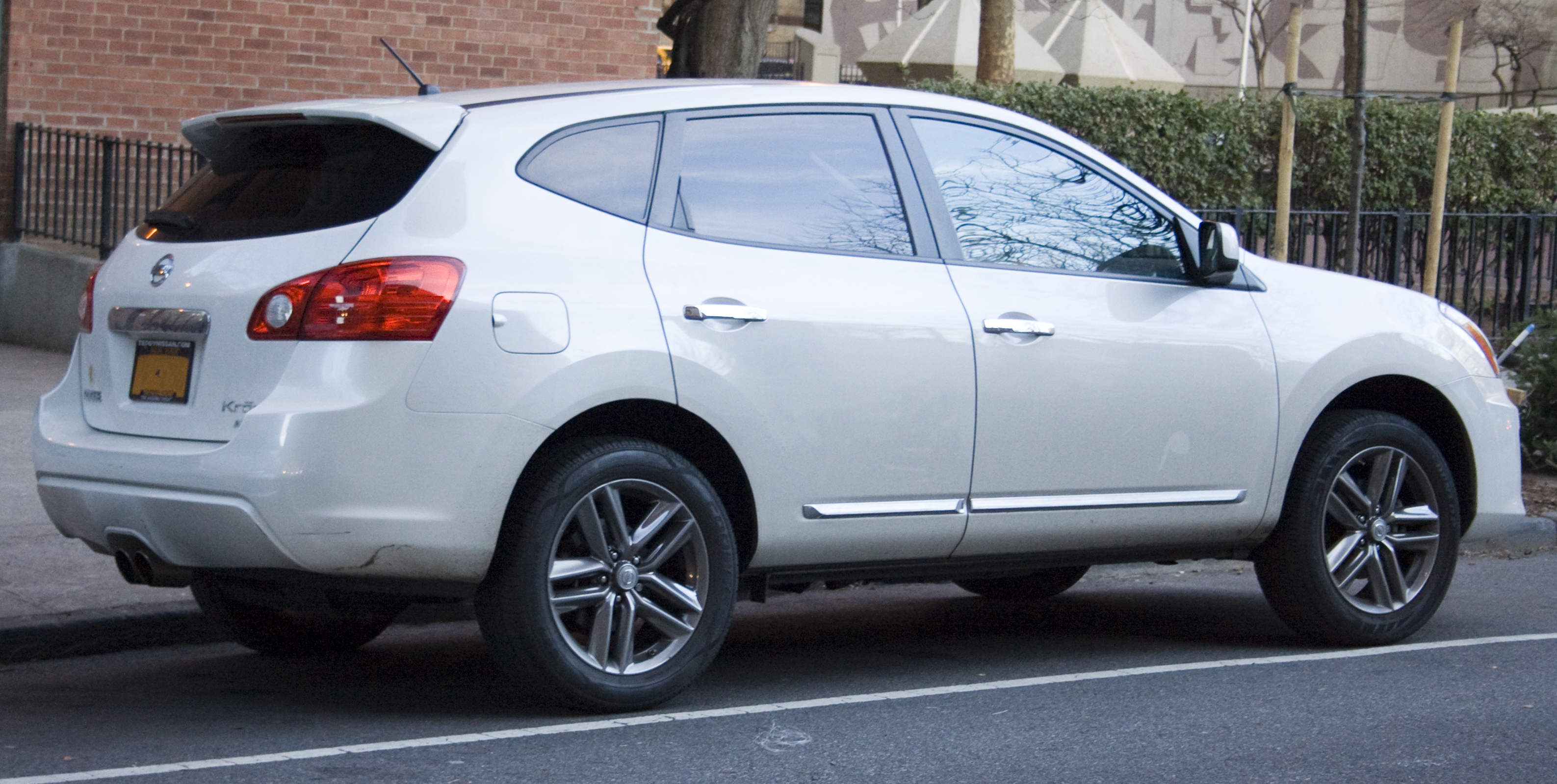 File 2011 Nissan Rogue Krom Jpg Wikimedia Commons