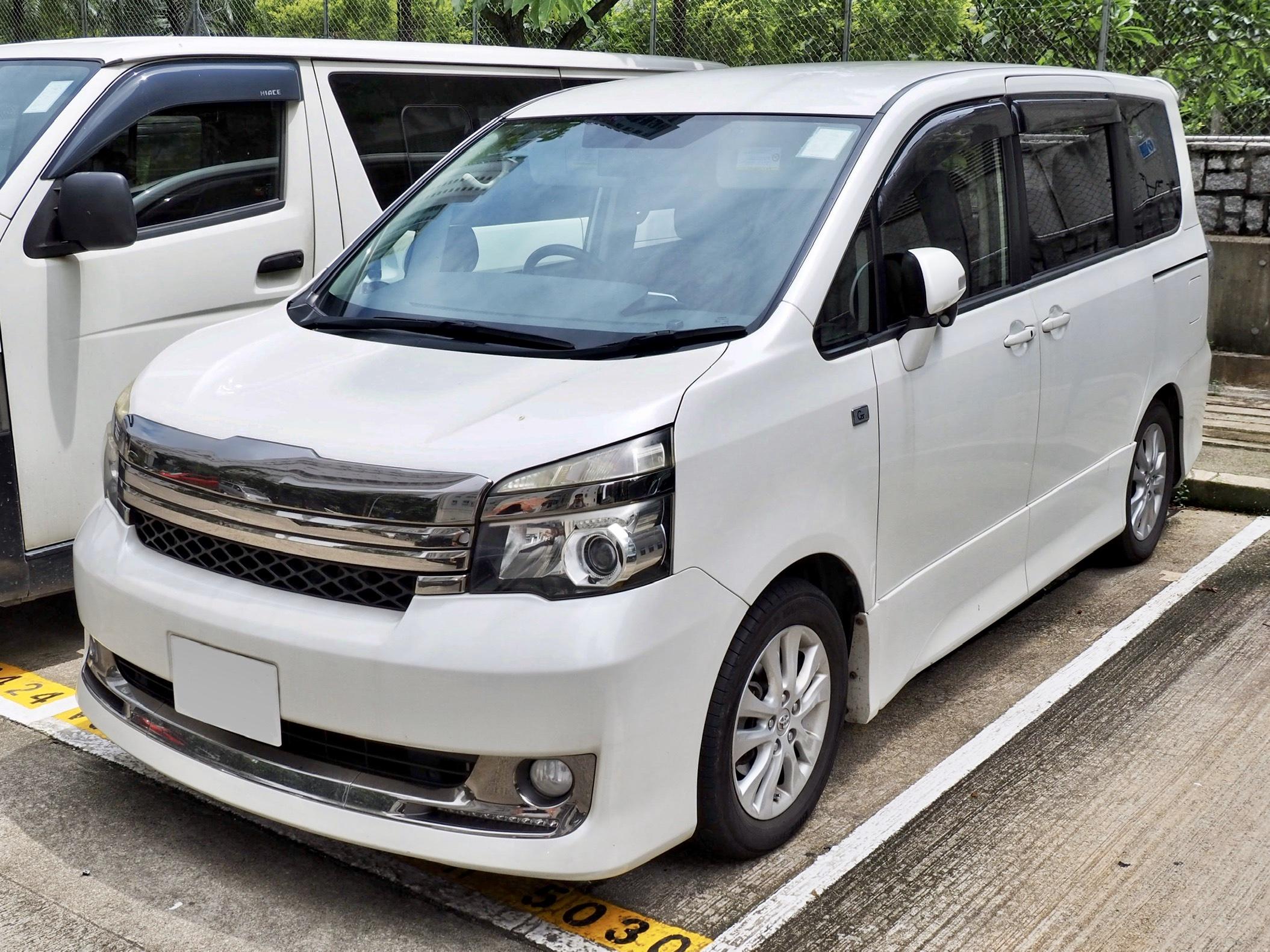 Kelebihan Toyota Voxy Spesifikasi