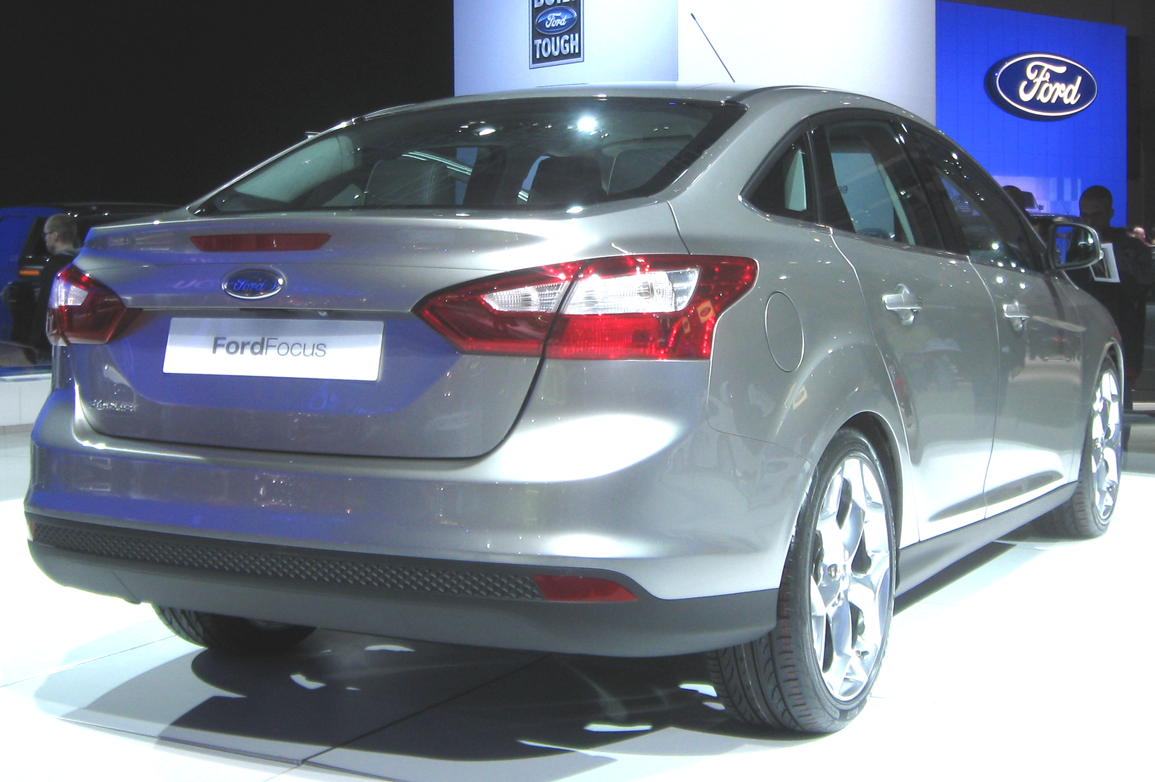 file 2012 ford focus sedan rear 2010 wikimedia commons. Black Bedroom Furniture Sets. Home Design Ideas
