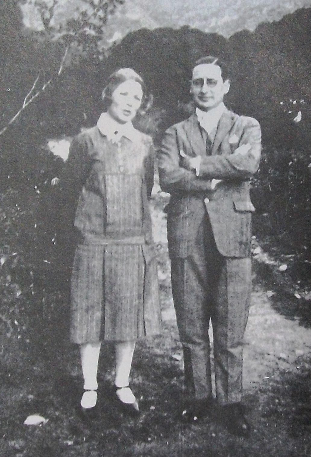 Storni junto a uno de sus amigos, el escritor Fermín Estrella Gutiérrez (1900-1990), en Córdoba en 1922 quien le sobrevivió 51años.