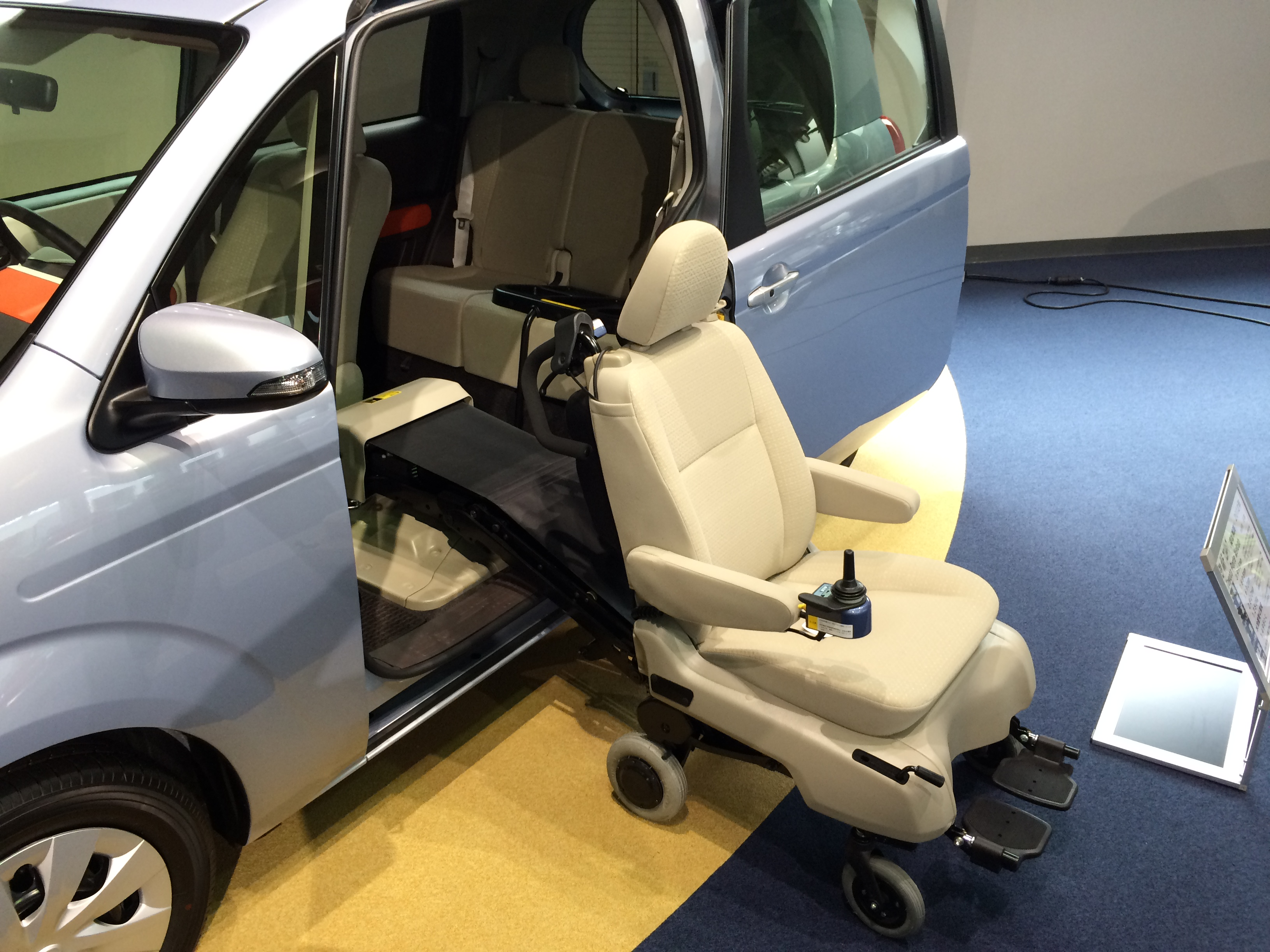 Wheelchair accessible van - Wikipedia