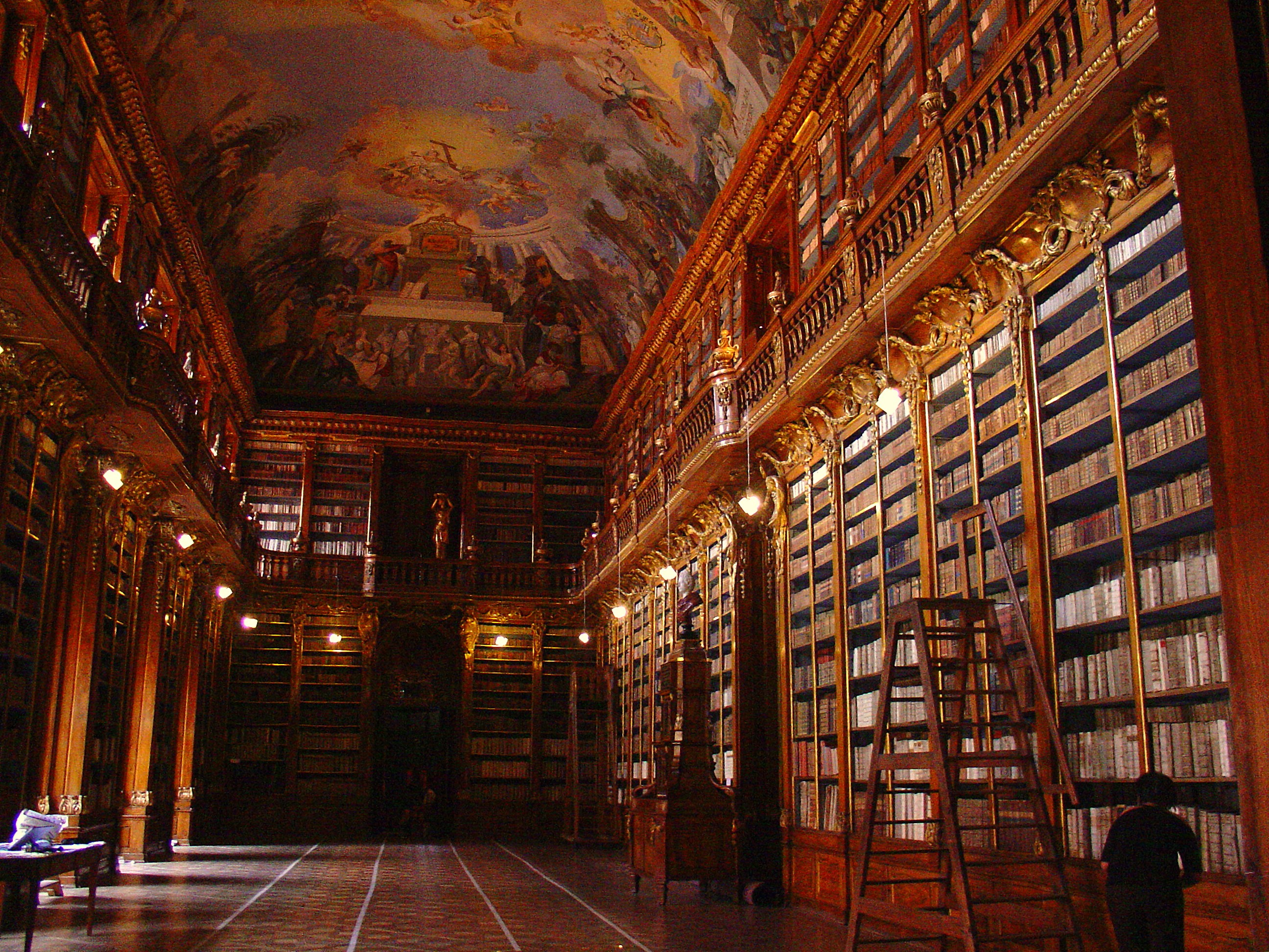 http://upload.wikimedia.org/wikipedia/commons/8/87/Biblioth%C3%A8que_monast%C3%A8re_Strahov.jpg