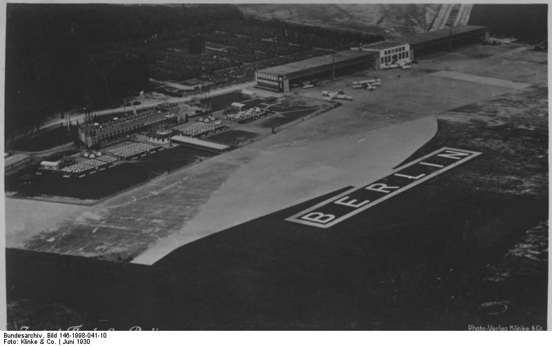 Zentralflughafen, Bundesarchiv, Bild 146-1998-041-10 / Klinke & Co. / CC-BY-SA 3.0 [CC BY-SA 3.0 de (https://creativecommons.org/licenses/by-sa/3.0/de/deed.en)], via Wikimedia Commons