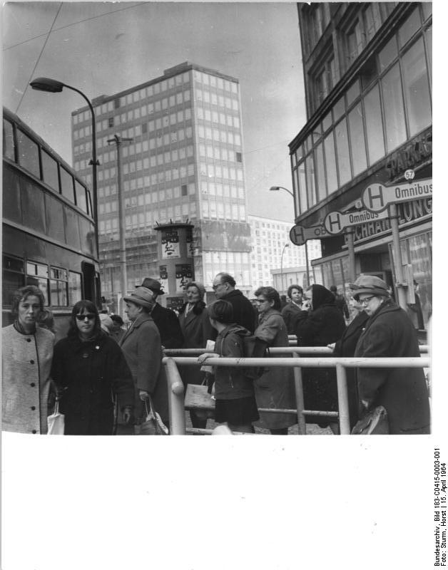 file bundesarchiv bild 183 c0415 0003 001 berlin alexanderplatz bus. Black Bedroom Furniture Sets. Home Design Ideas
