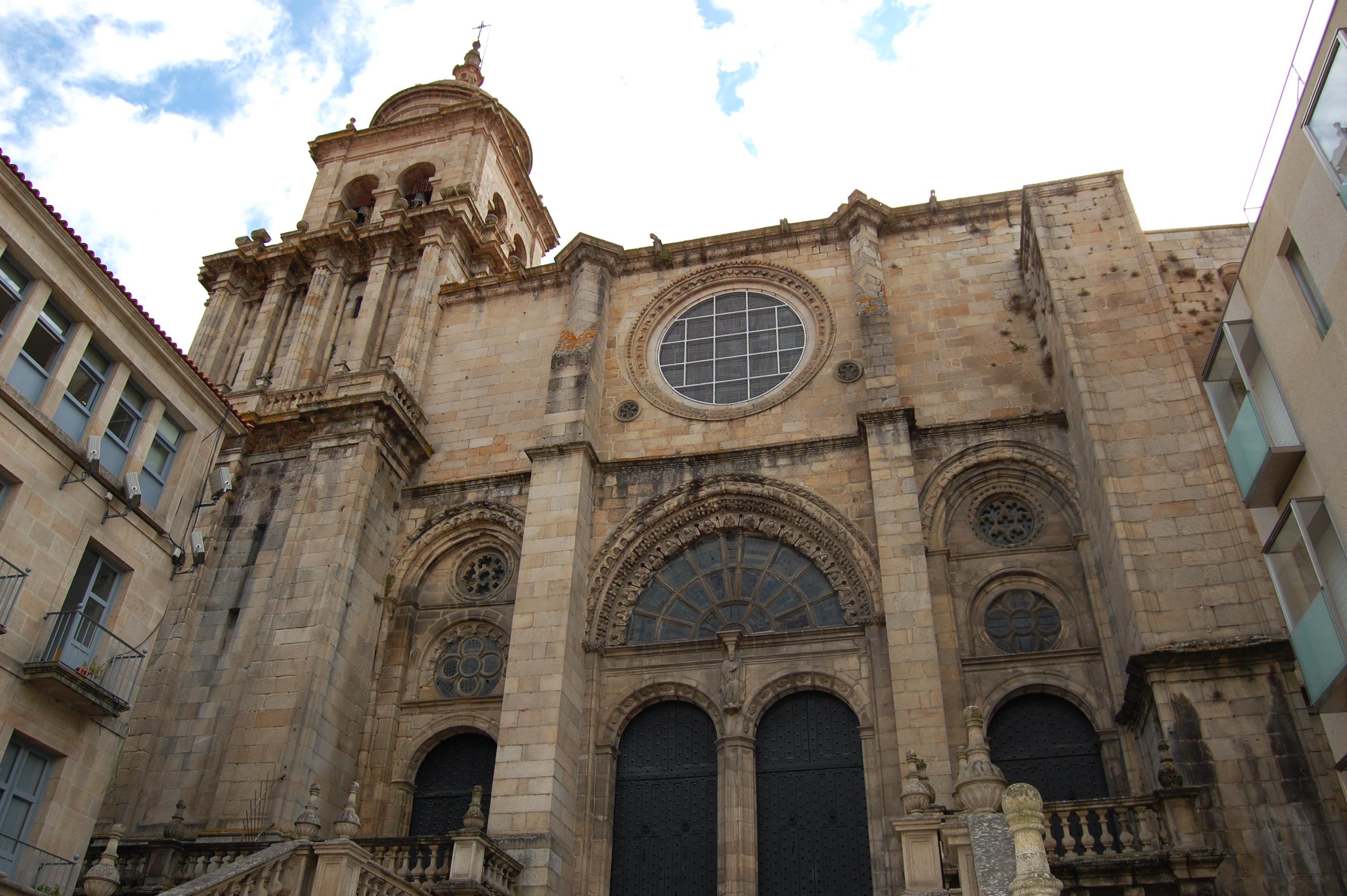 File:CATEDRAL ORENSE - panoramio.jpg - Wikimedia Commons