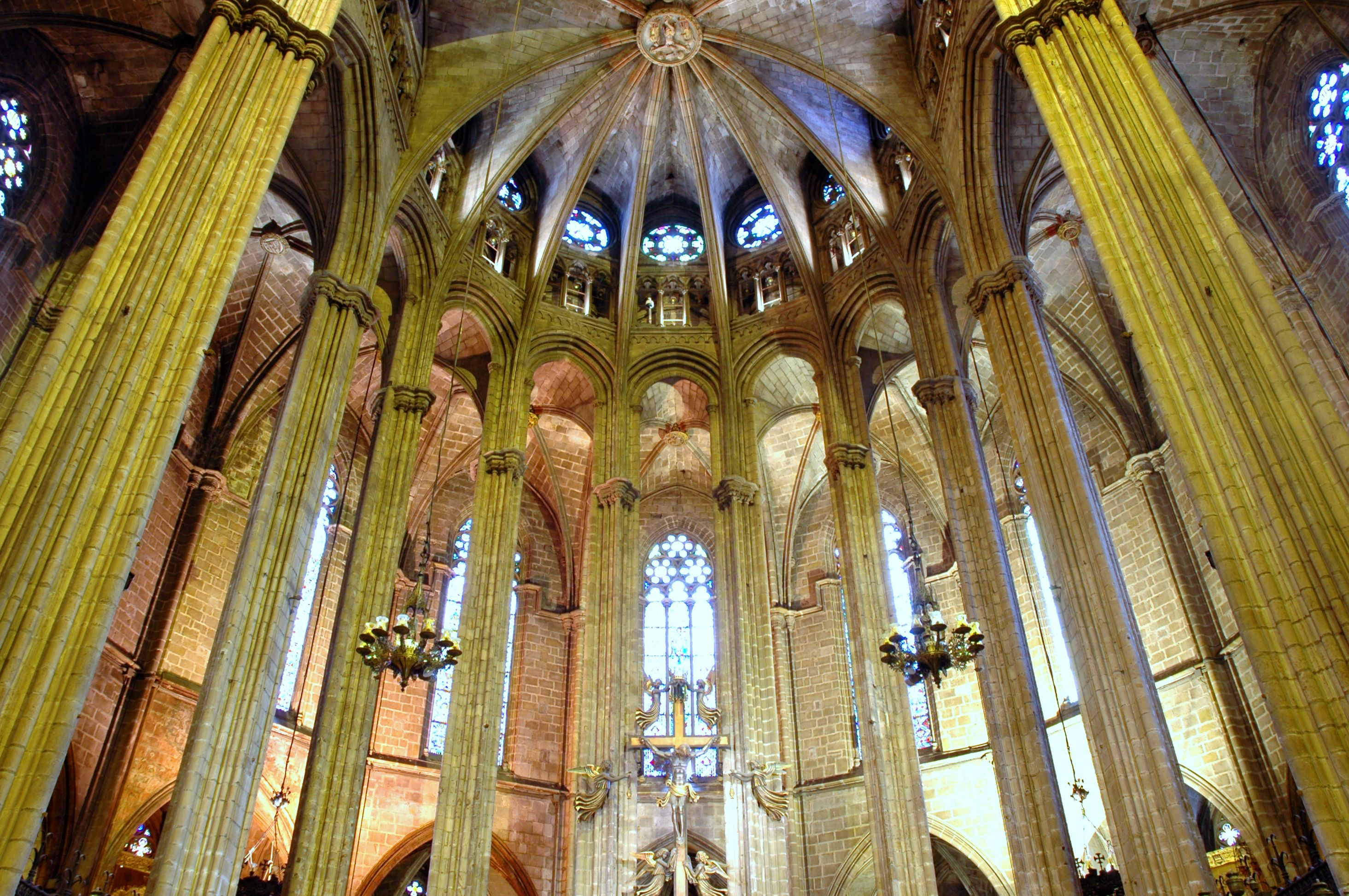 El g tico en espa a arquitectura taringa for Catedral de barcelona interior