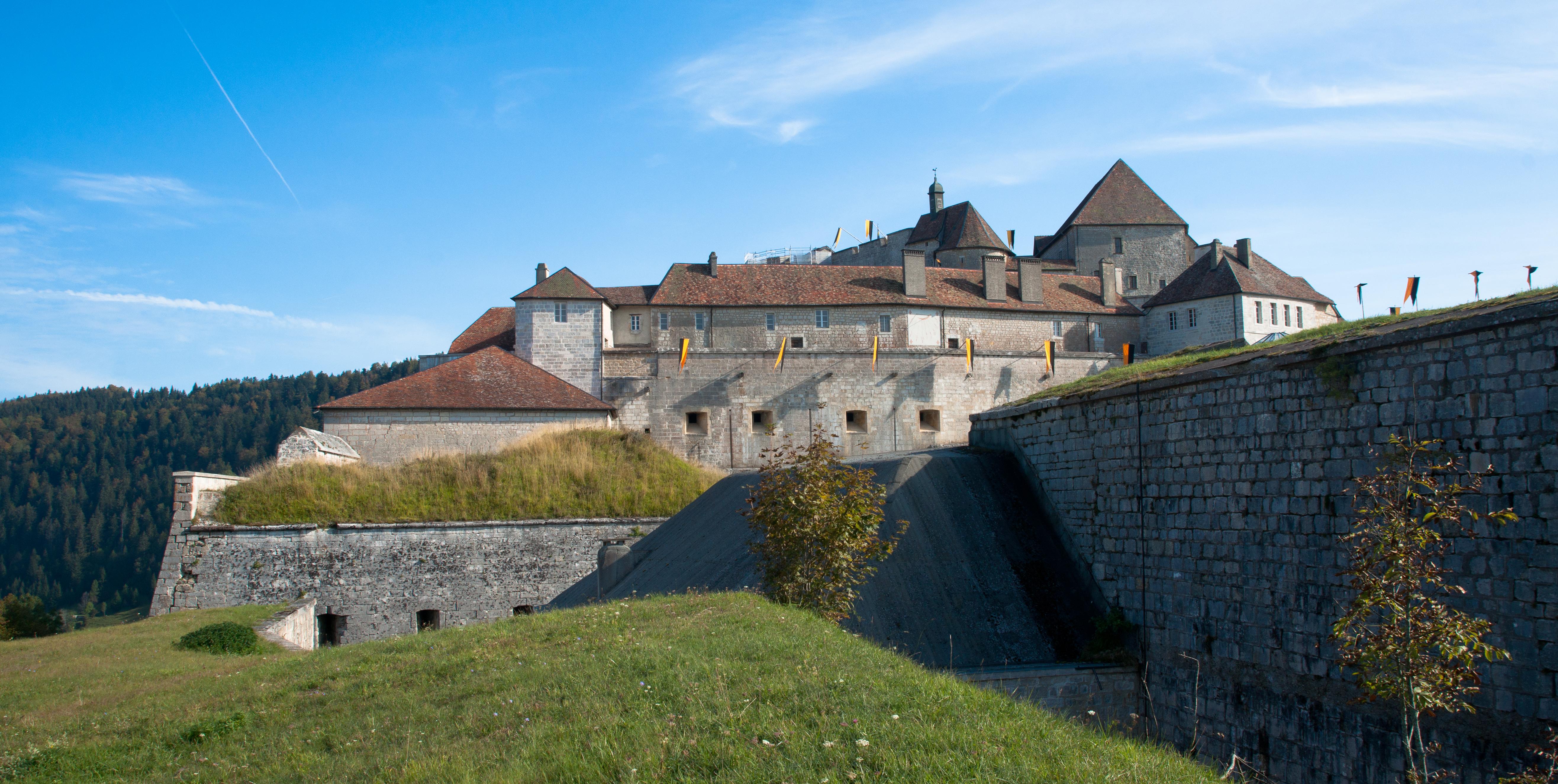 Résultat d'images pour Chateau de joux