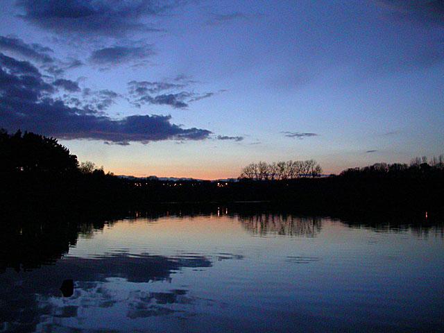 Chard reservoir at sunset - geograph.org.uk - 1116327